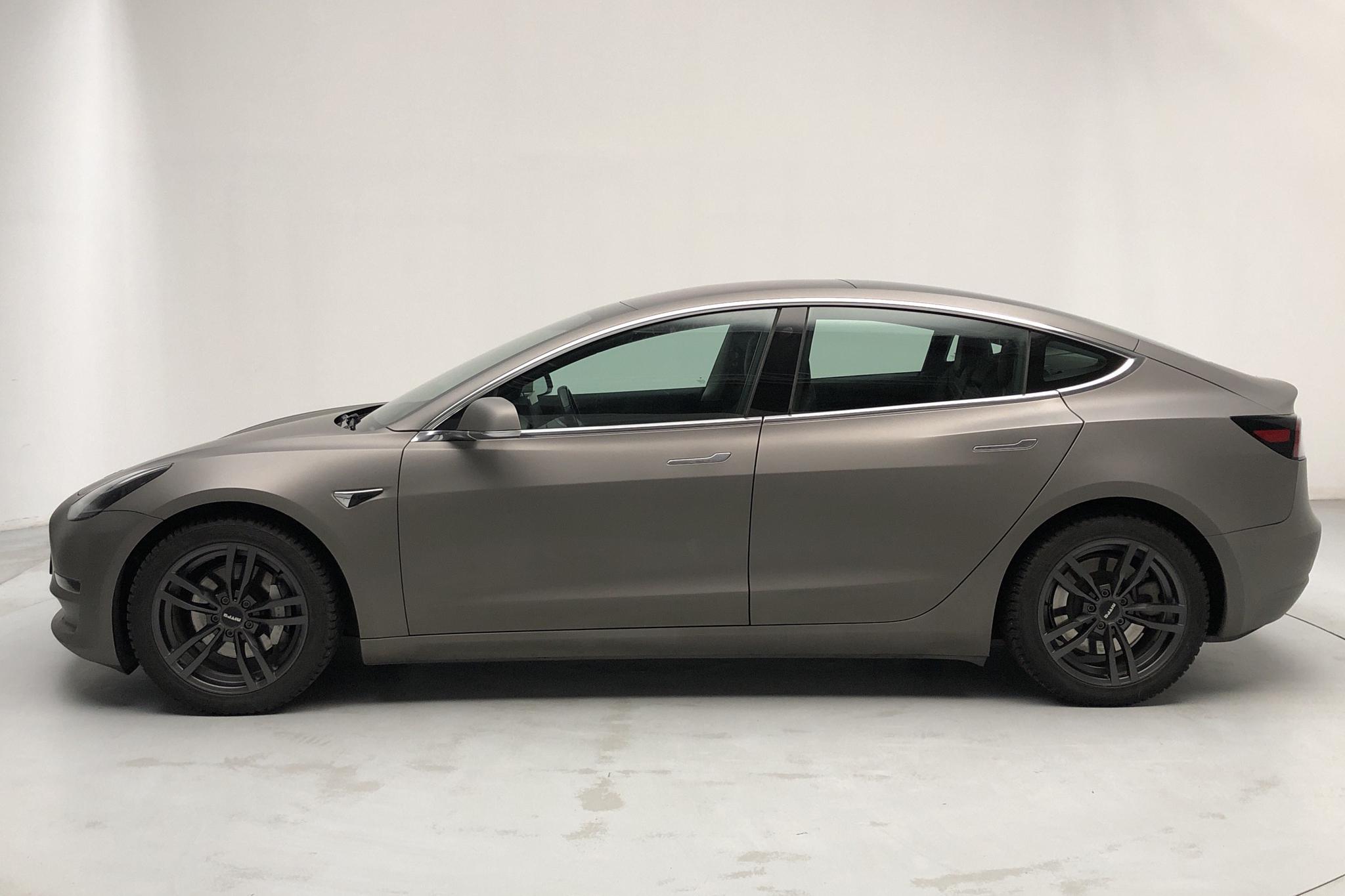 Tesla Model 3 Long Range AWD - 5 553 mil - Automat - svart - 2019