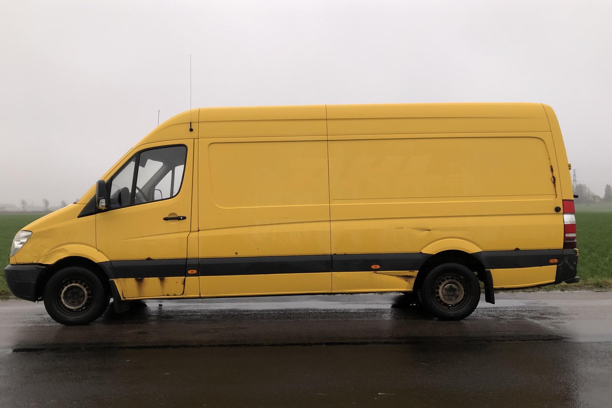 Mercedes Sprinter 311 CDI (109hk) - 28 121 mil - Automat - gul - 2009