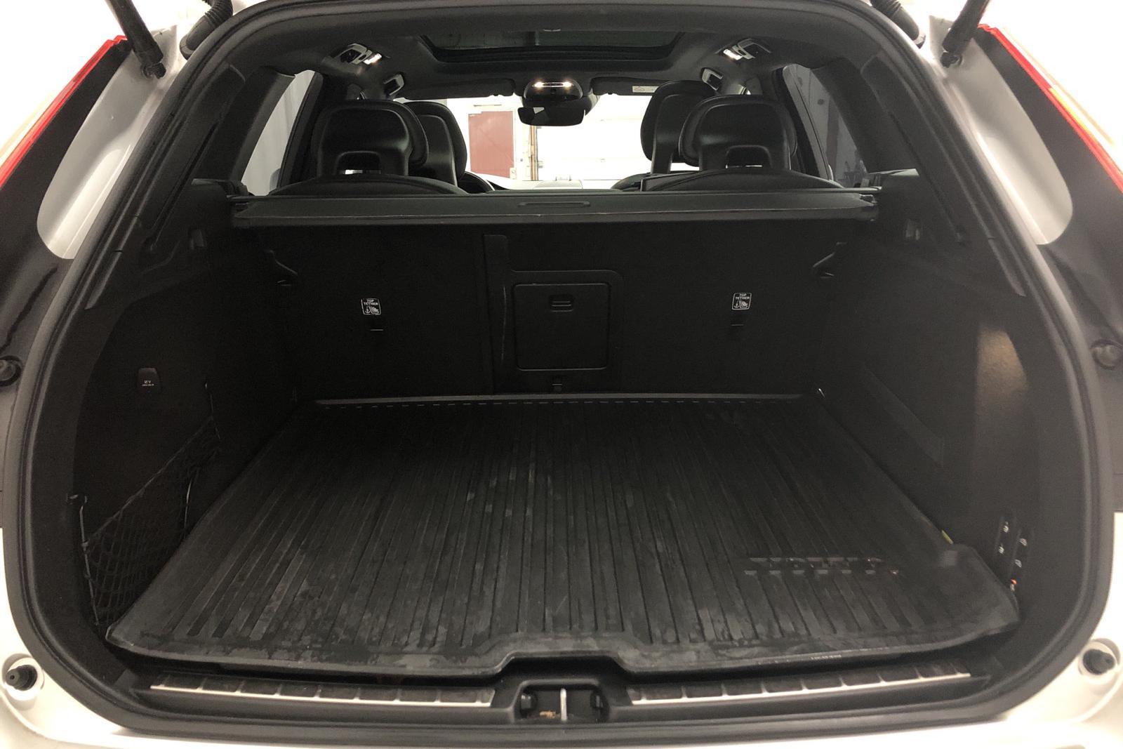 Volvo XC60 D4 AWD (190hk) - 6 641 mil - Automat - silver - 2018