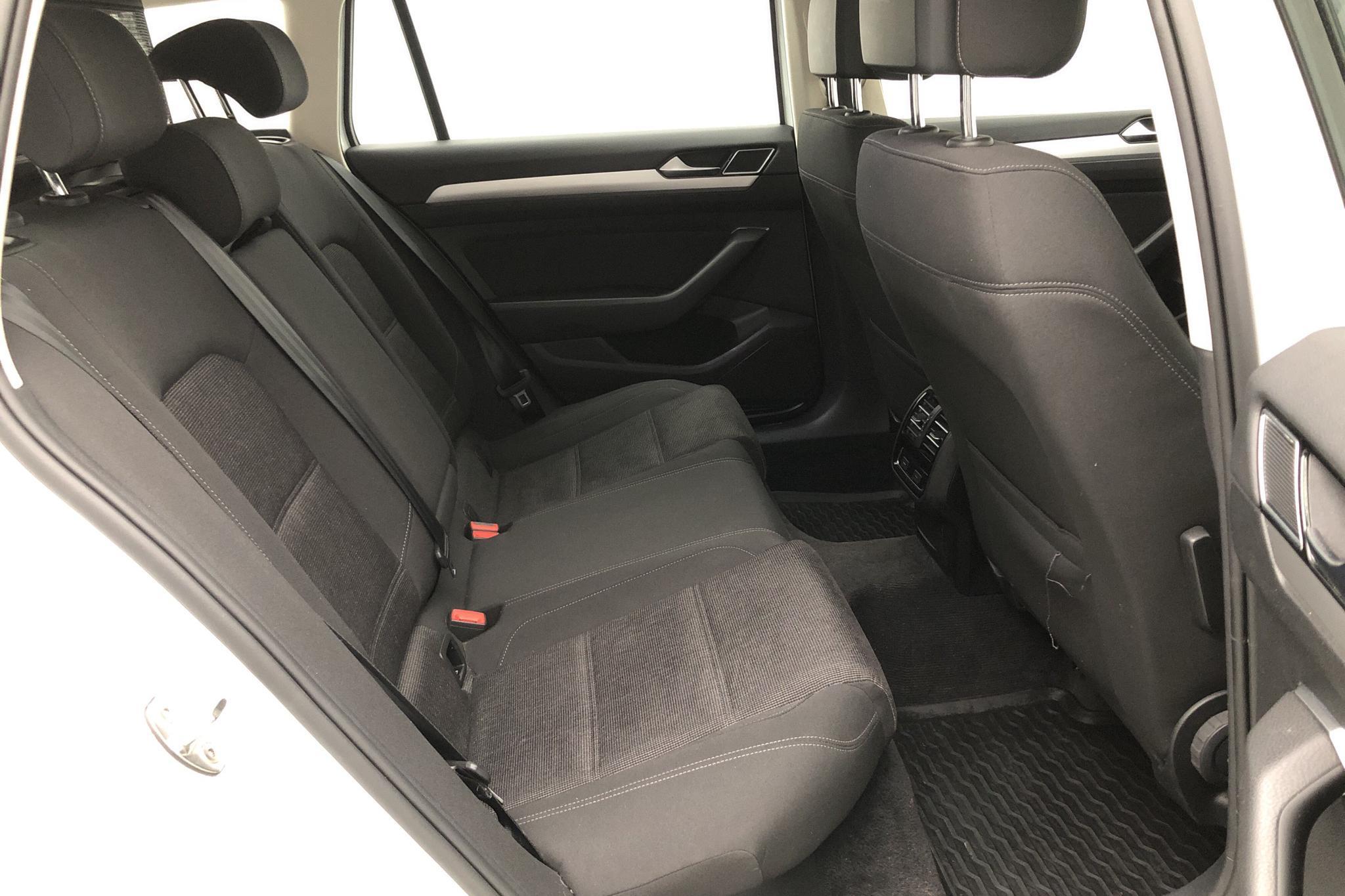 VW Passat 2.0 TDI Sportscombi (150hk) - 5 797 mil - Manuell - vit - 2016