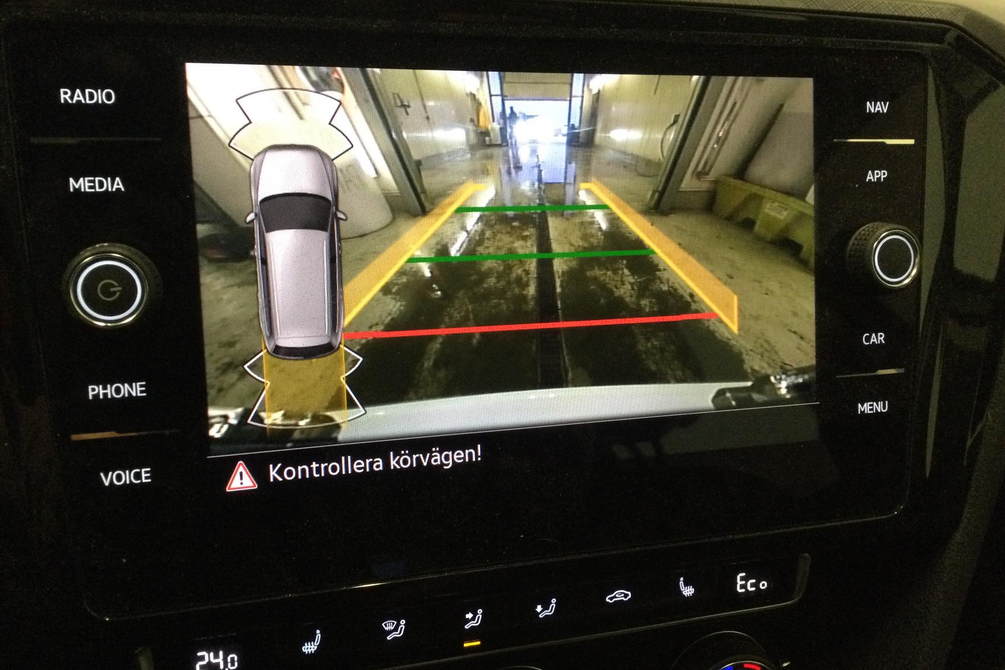 VW Passat 1.4 Plug-in-Hybrid Sportscombi (218hk) - 2 518 mil - Automat - vit - 2020