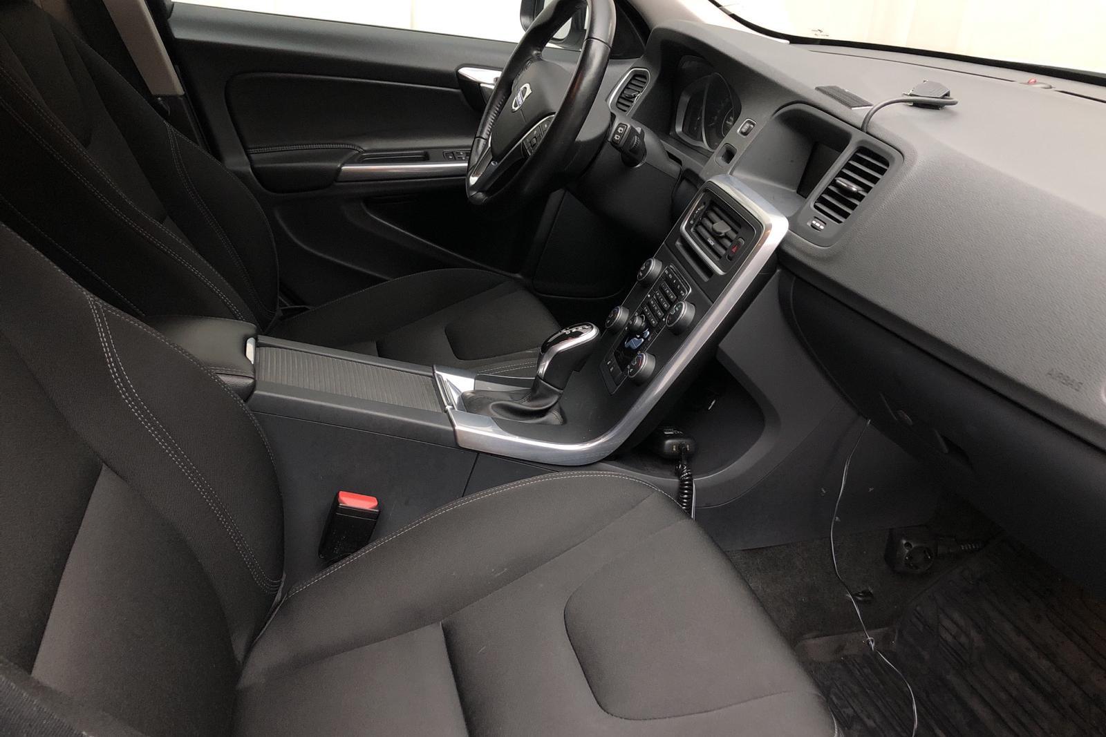 Volvo V60 D2 (120hk) - 131 700 km - Automatic - white - 2017