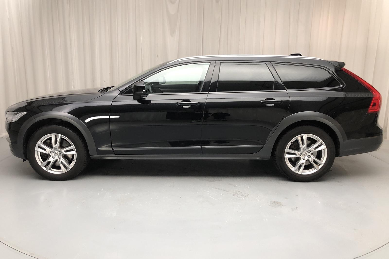 Volvo V90 D4 Cross Country AWD (190hk) - 3 432 mil - Automat - svart - 2019