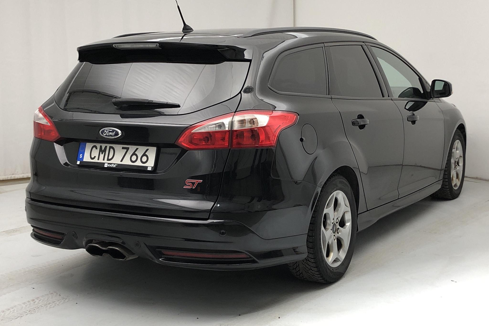 Ford Focus 2.0 ST EcoBoost Kombi (250hk) - 112 540 km - Manual - black - 2014