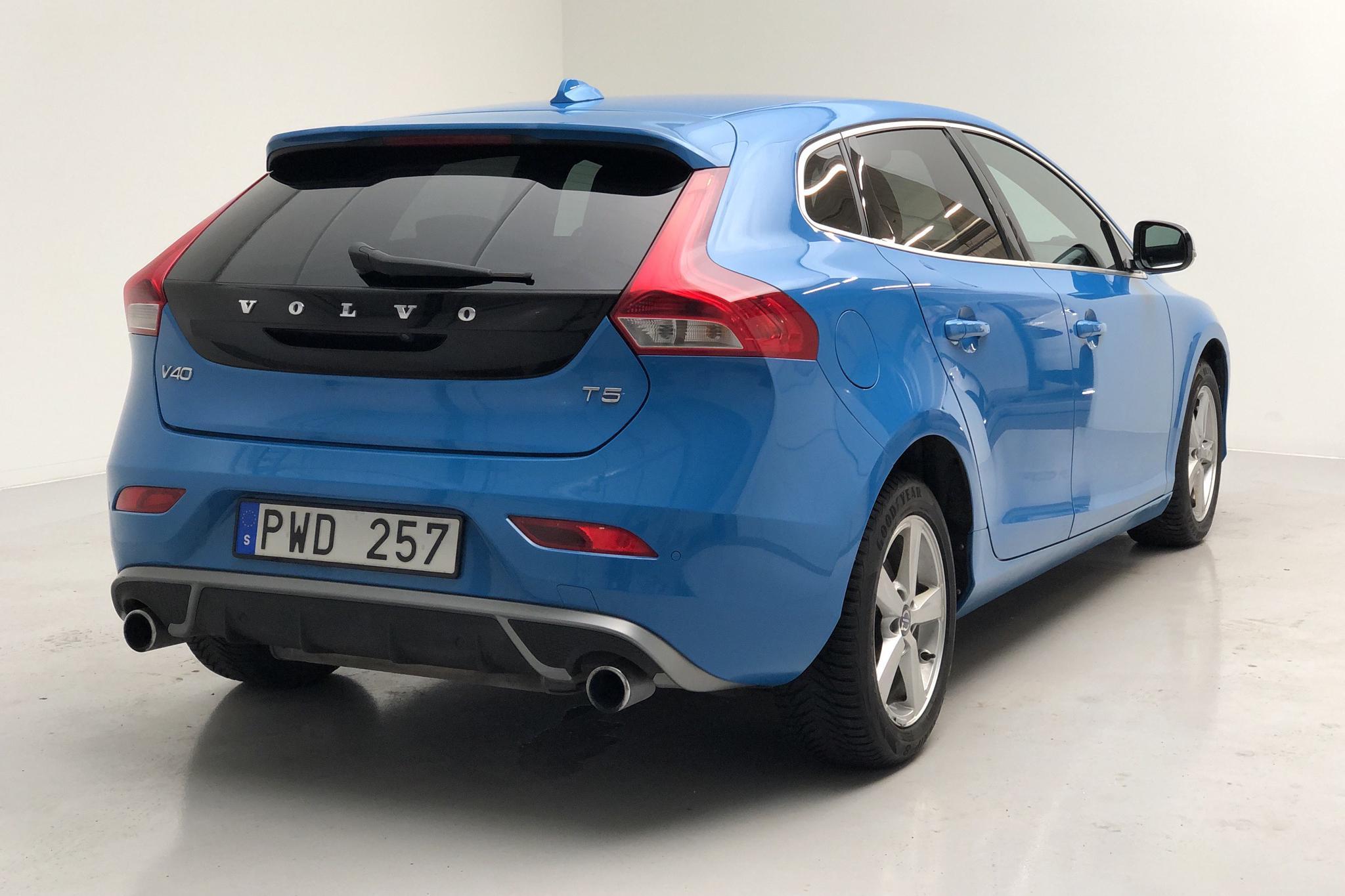 Volvo V40 T5 (254hk) - 13 646 mil - Automat - blå - 2013