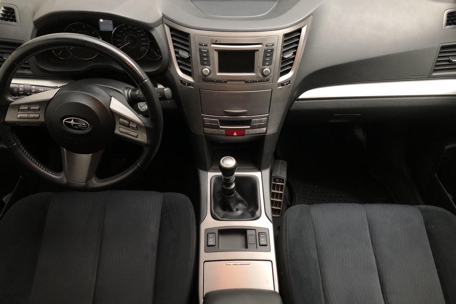 Subaru Outback 2.0D (150hk) - 22 747 mil - Manuell - silver - 2012