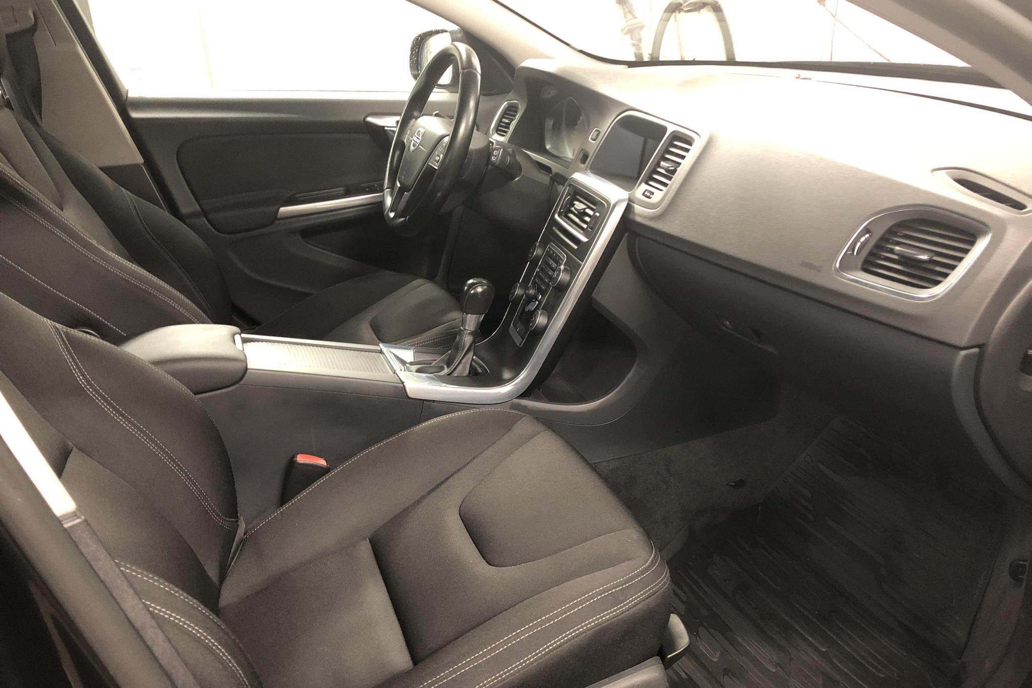 Volvo V60 D2 (115hk) - 12 893 mil - Manuell - svart - 2014