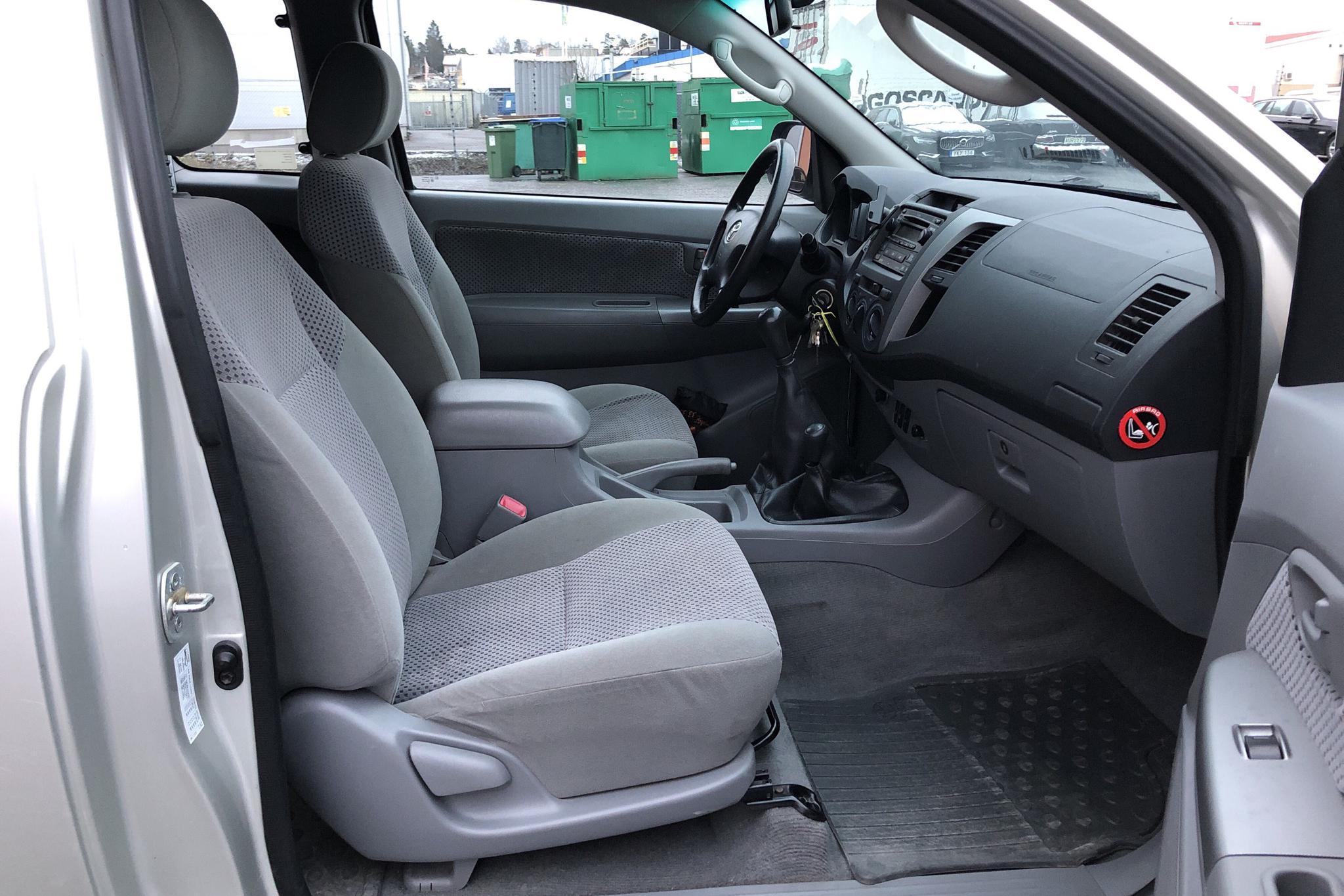 Toyota Hilux 2.5 D-4D 4WD (102hk) - 21 138 mil - Manuell - silver - 2006