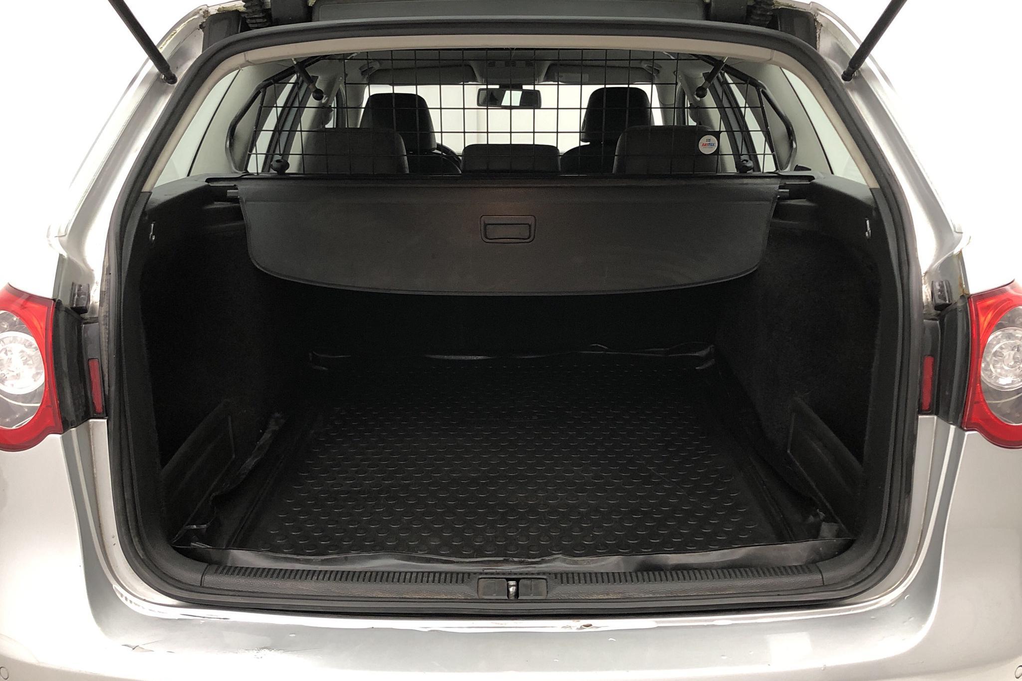 VW Passat 2.0 TDI Variant (170hk) - 209 930 km - Automatic - silver - 2008