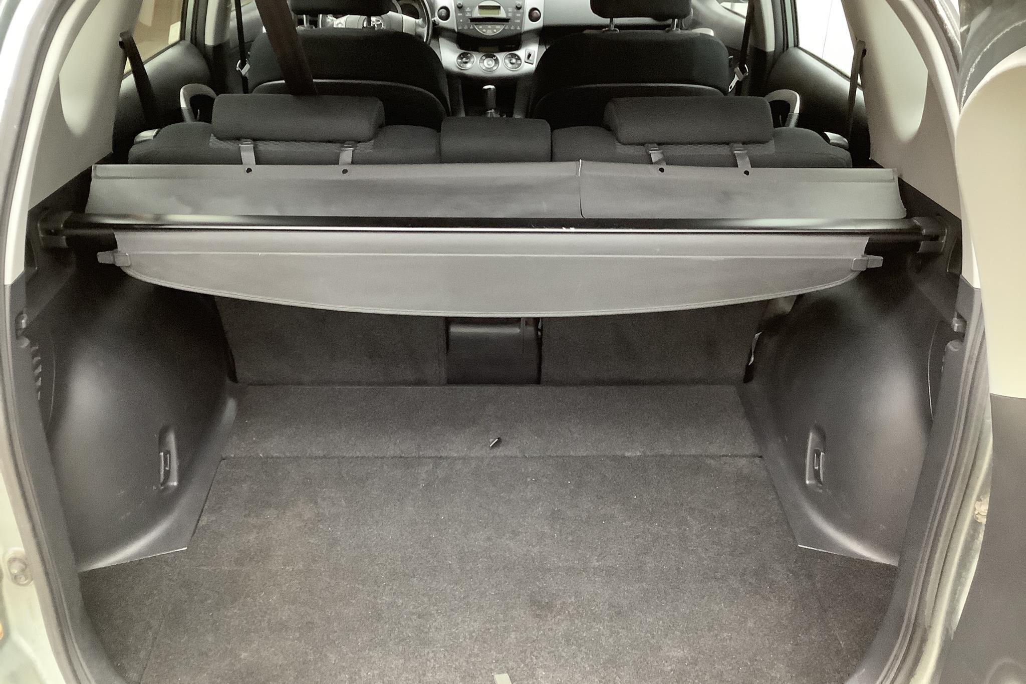 Toyota RAV4 2.0 (152hk) - 121 840 km - Manual - Light Green - 2007