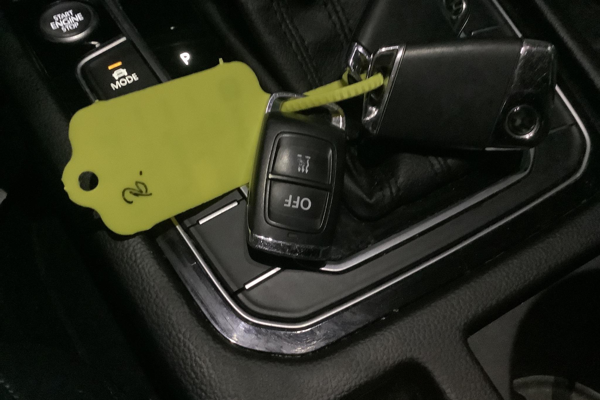 VW Passat 2.0 TDI Sportscombi 4MOTION (190hk) - 13 740 mil - Automat - vit - 2017