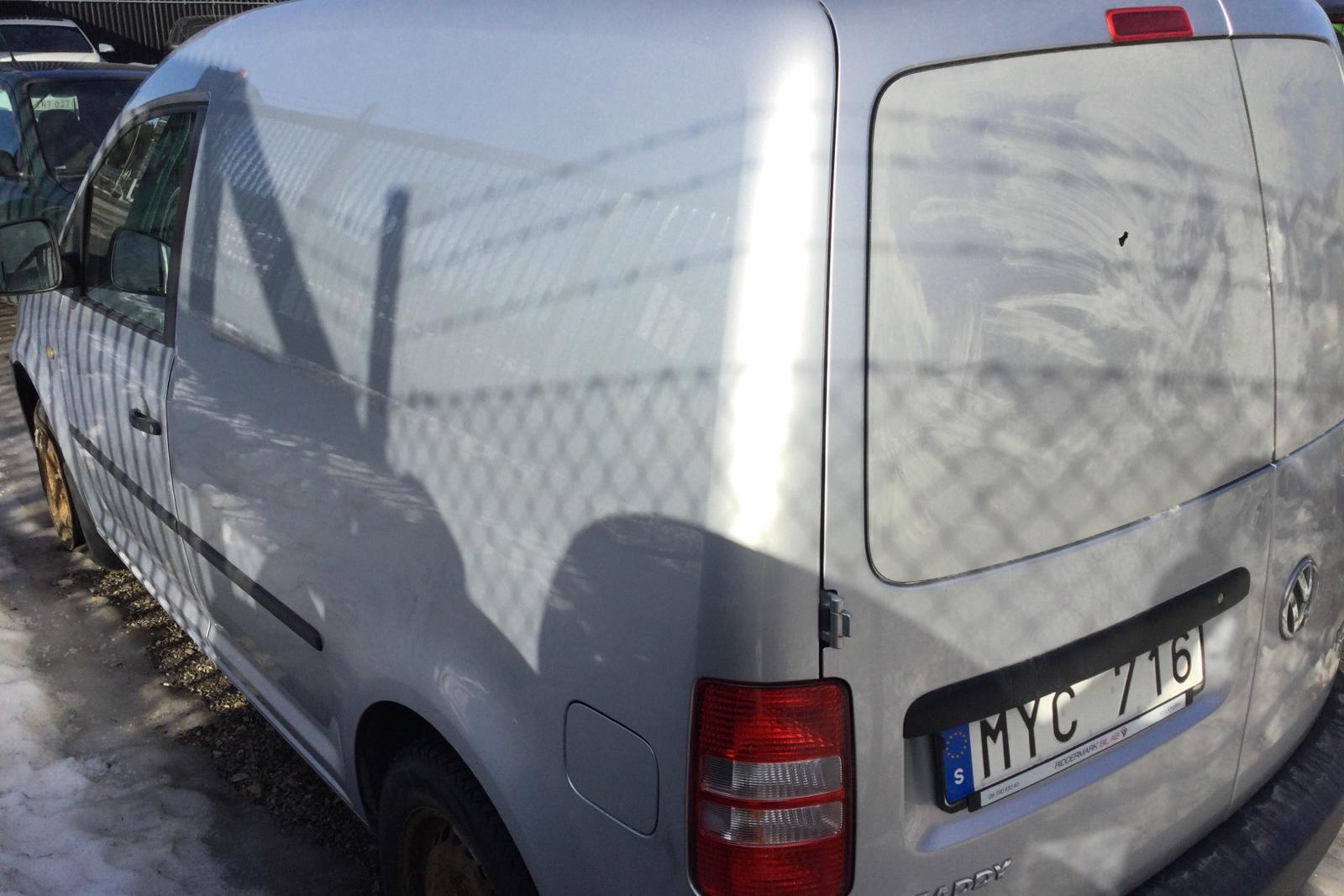 VW Caddy 1.6 TDI Skåp (102hk) (REP) - 210 980 km - Automatic - silver - 2013