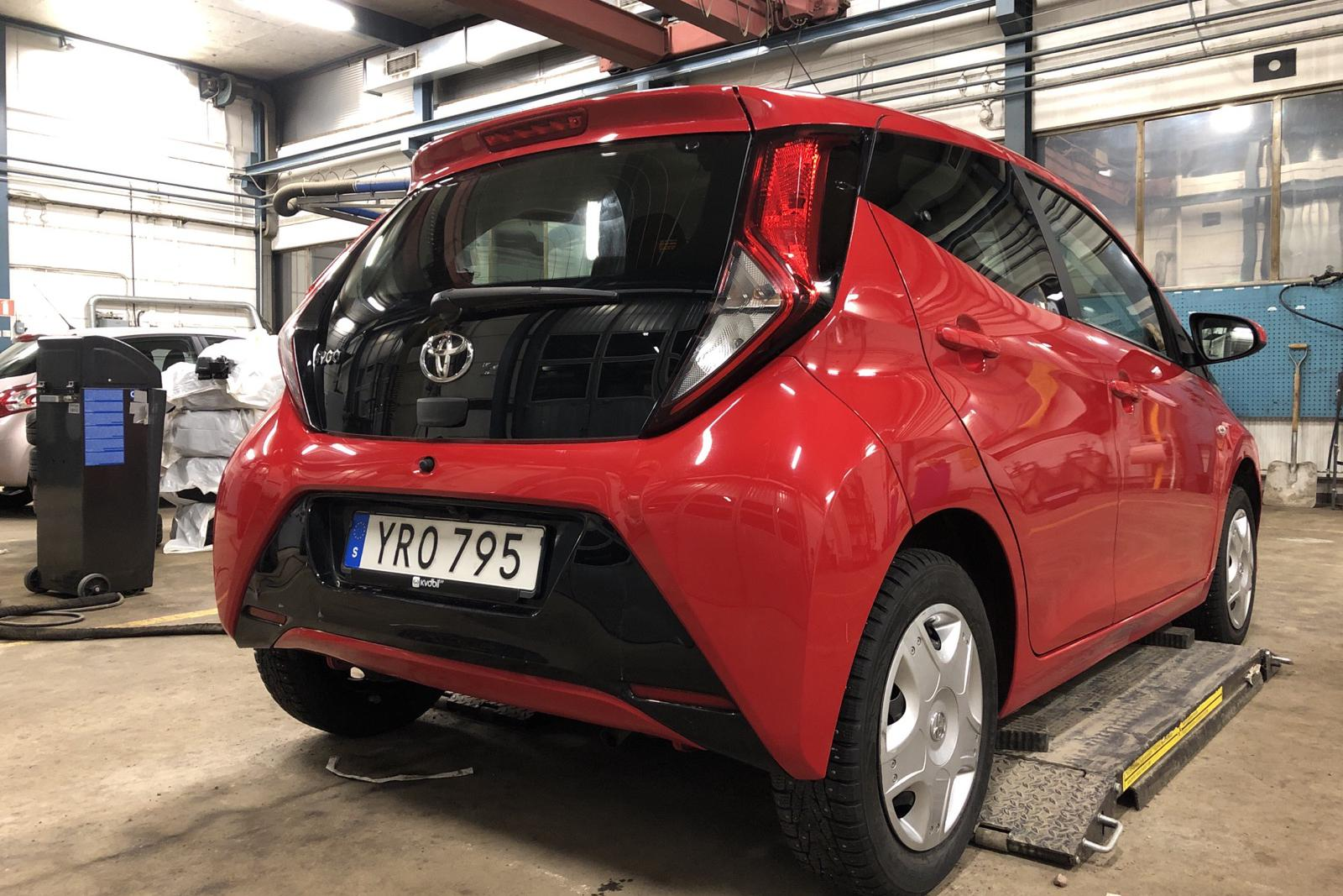 Toyota Aygo 1.0 5dr (72hk) - 6 441 mil - Manuell - röd - 2019