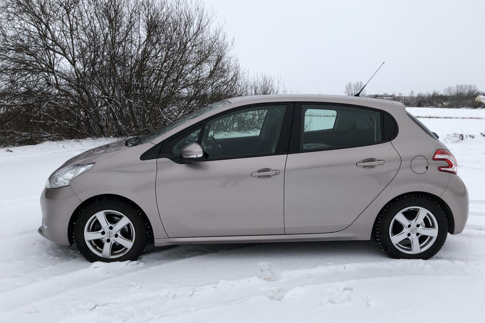 Peugeot 208 1.4 e-HDi 5dr (68hk) - 70 900 km - Manual - Light Grey - 2012
