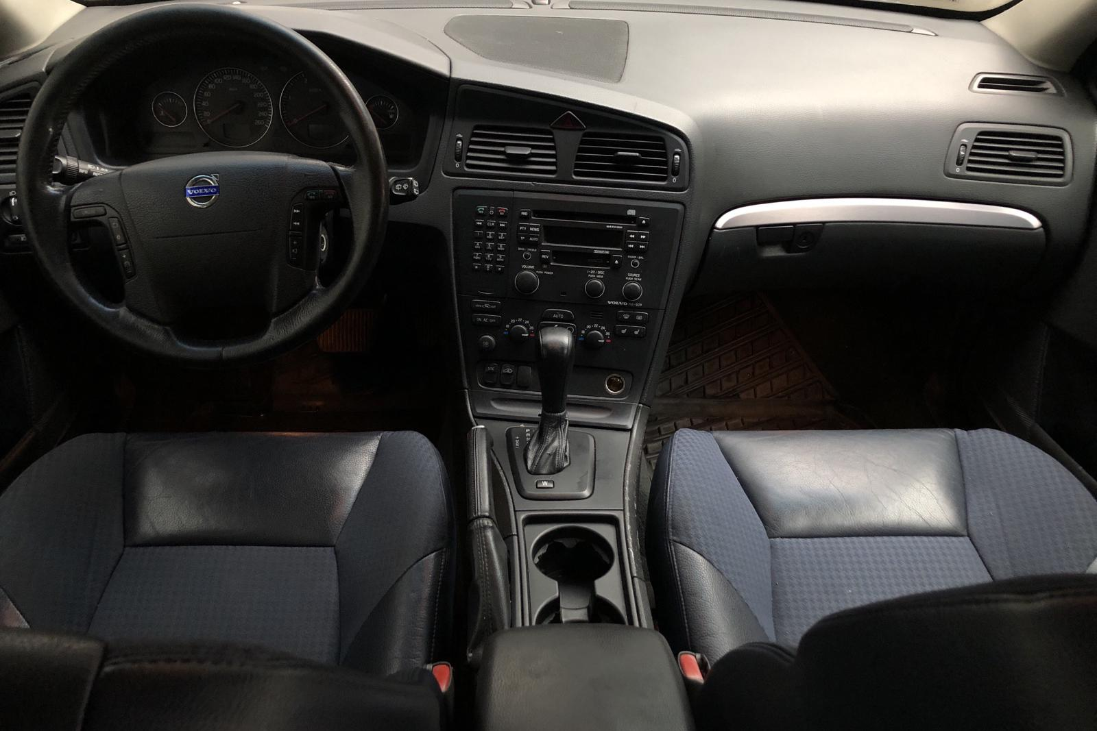Volvo V70 2.4D (163hk) - 392 540 km - Automatic - Dark Blue - 2004