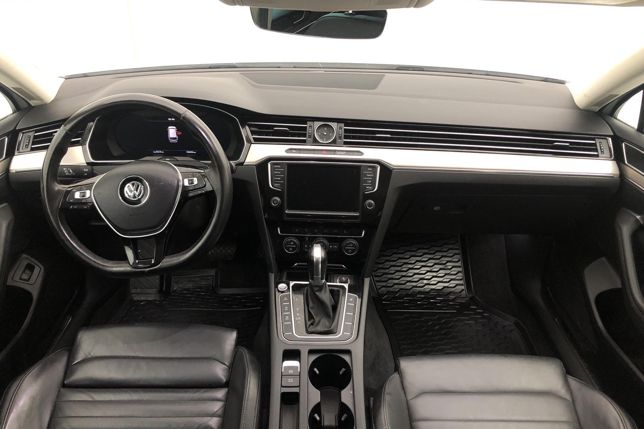 VW Passat 2.0 TDI BiTurbo Sportscombi 4MOTION (240hk) - 72 690 km - Automatic - white - 2017