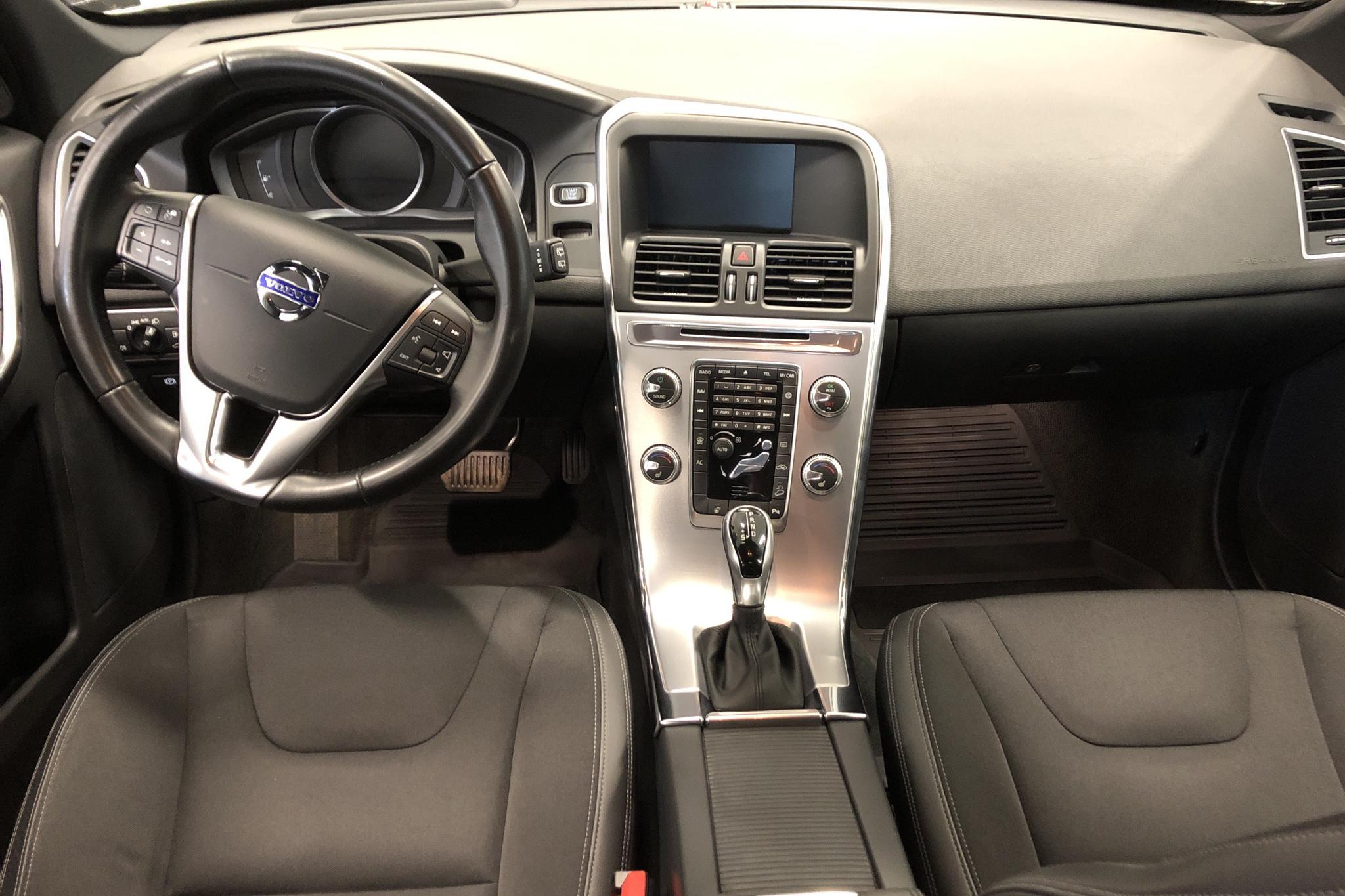 Volvo XC60 D4 AWD (190hk) - 10 662 mil - Automat - vit - 2017