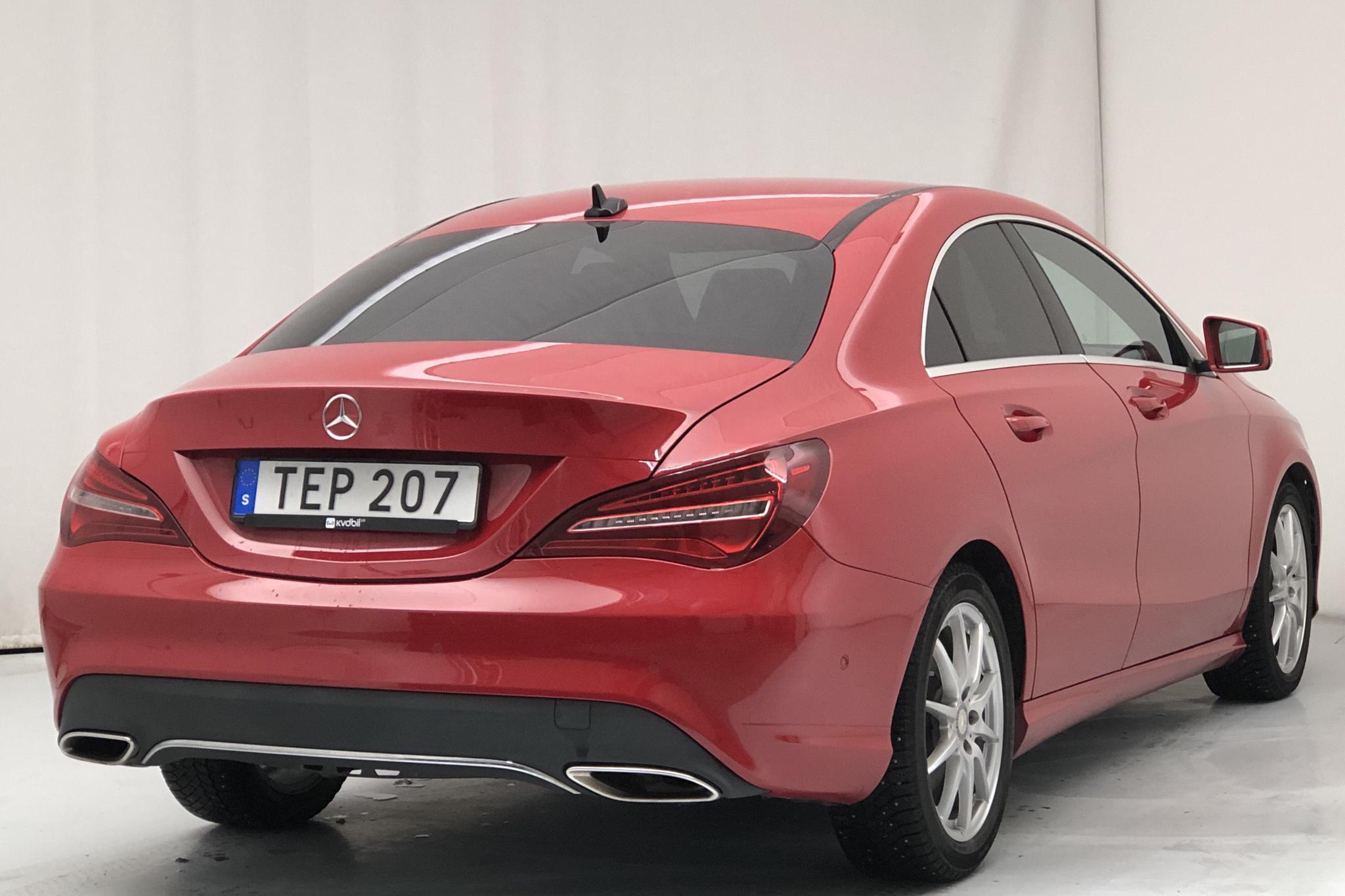 Mercedes CLA 250 Coupé C117 (211hk) - 3 940 mil - Automat - röd - 2017