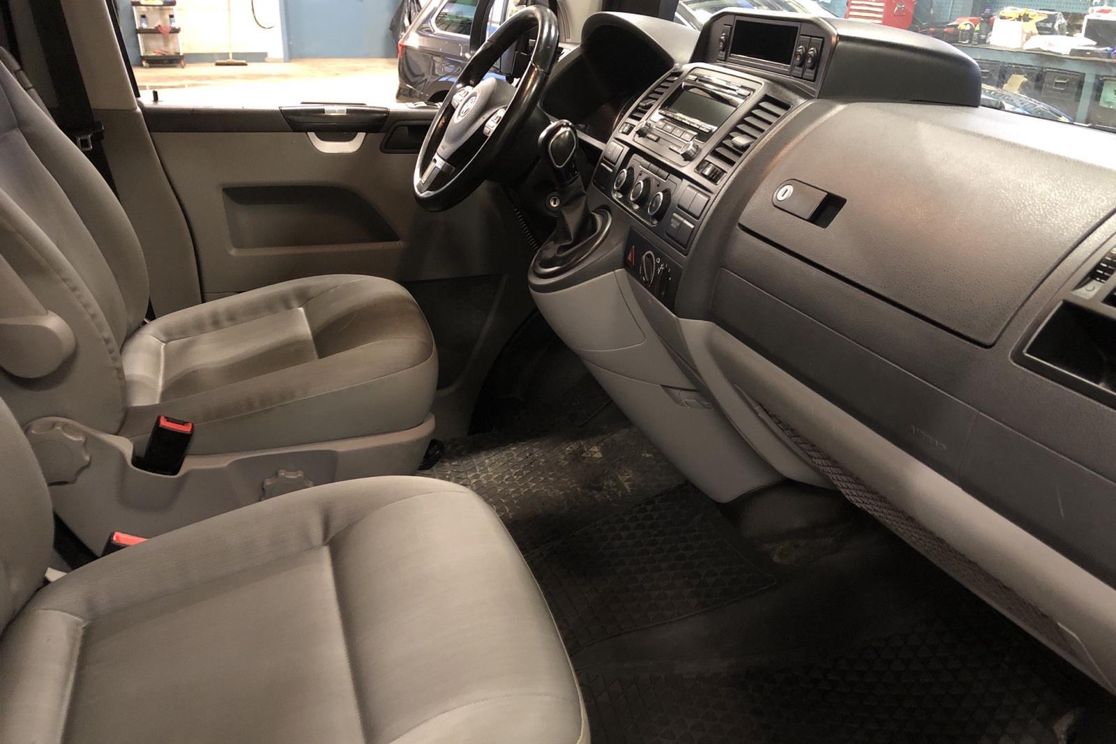 VW Transporter T5 2.0 TDI 4MOTION (180hk) - 8 566 mil - Automat - vit - 2015
