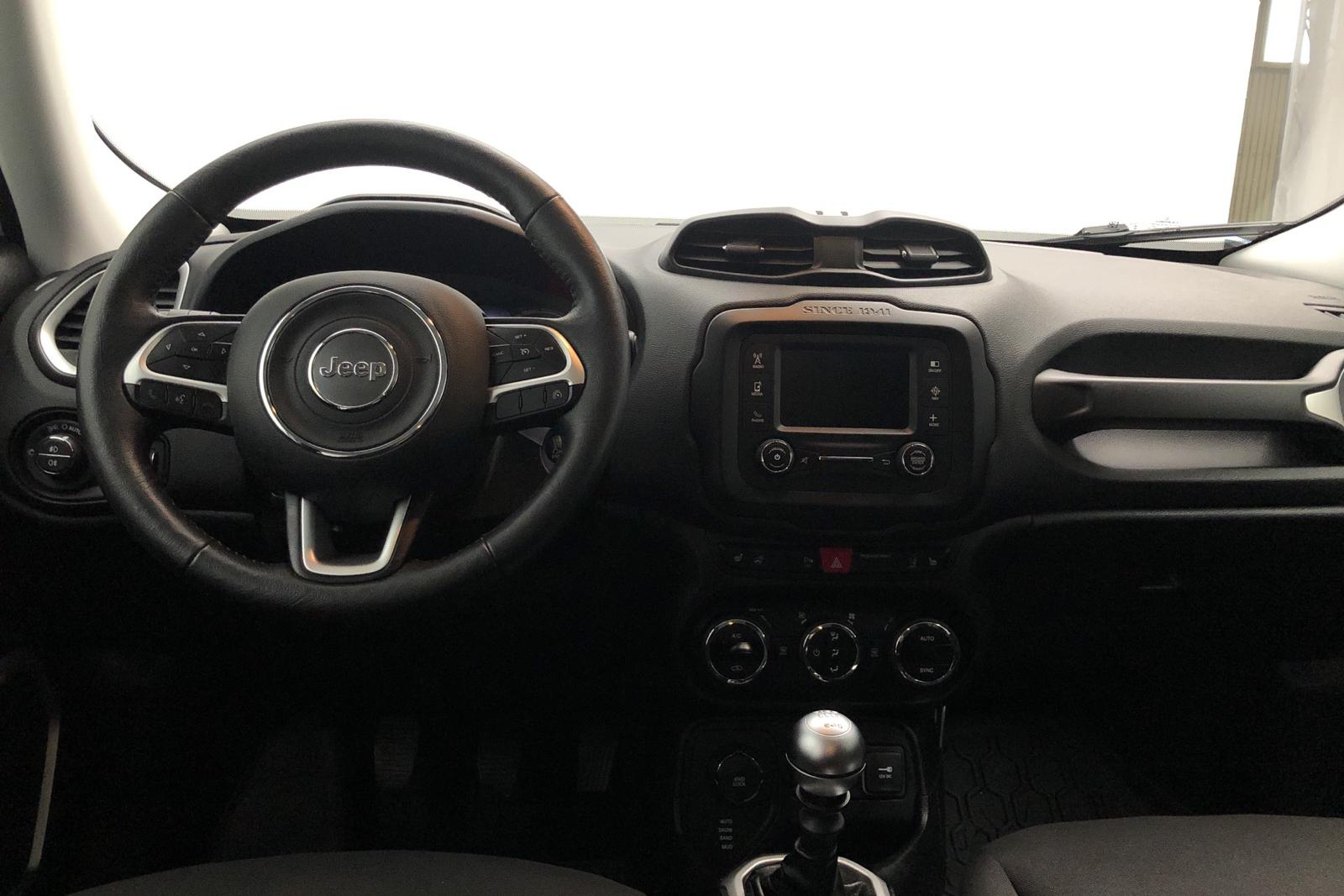 Jeep Renegade 2.0 MultiJet 4WD (140hk) - 2 583 mil - Manuell - vit - 2015