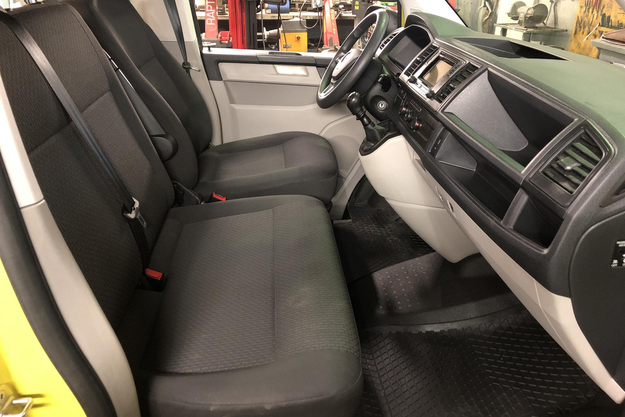 VW Caravelle T6 2.0 TDI BMT (150hk) - 158 660 km - Manual - yellow - 2016