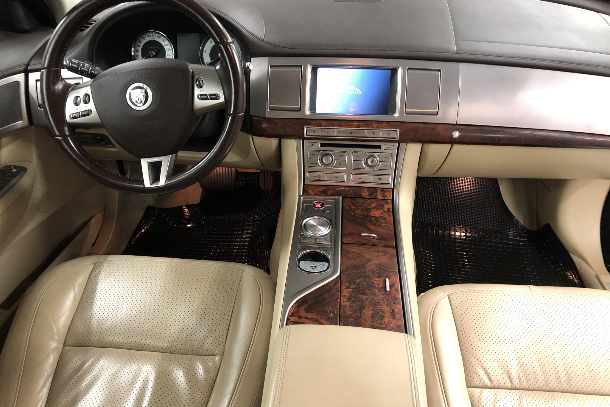 Jaguar XF 3.0 D (240hk) - 15 328 mil - Automat - vit - 2011