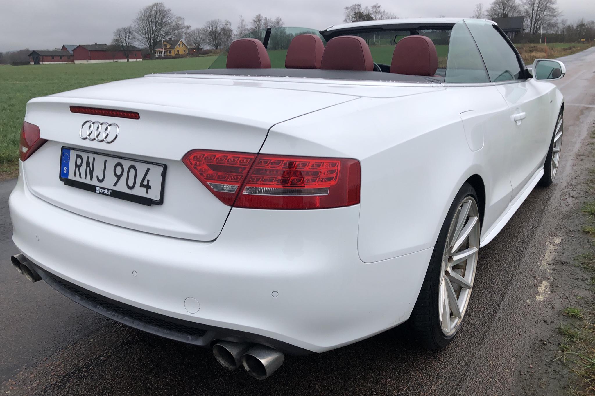 Audi A5 2.0 TFSI Cabriolet (180hk) - 12 387 mil - Automat - vit - 2011
