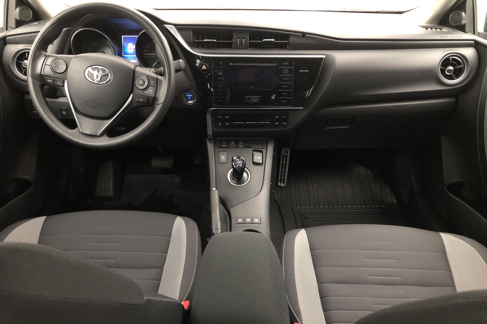 Toyota Auris 1.8 HSD Touring Sports (99hk) - 1 646 mil - Automat - vit - 2016