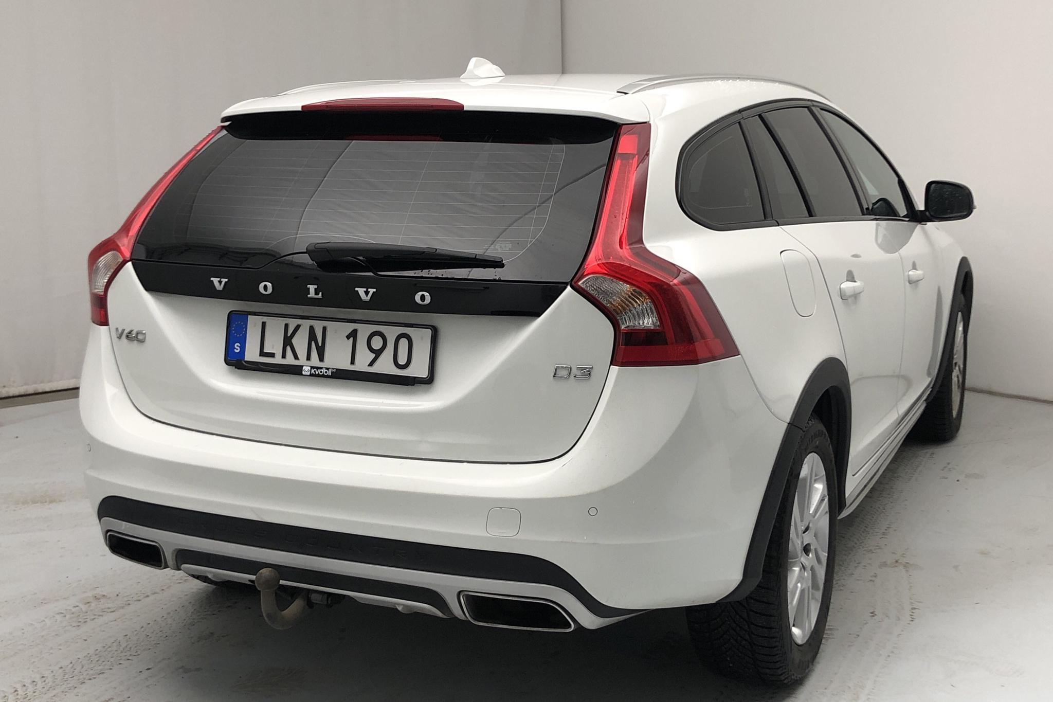 Volvo V60 D3 Cross Country (150hk) - 182 500 km - Automatic - white - 2017
