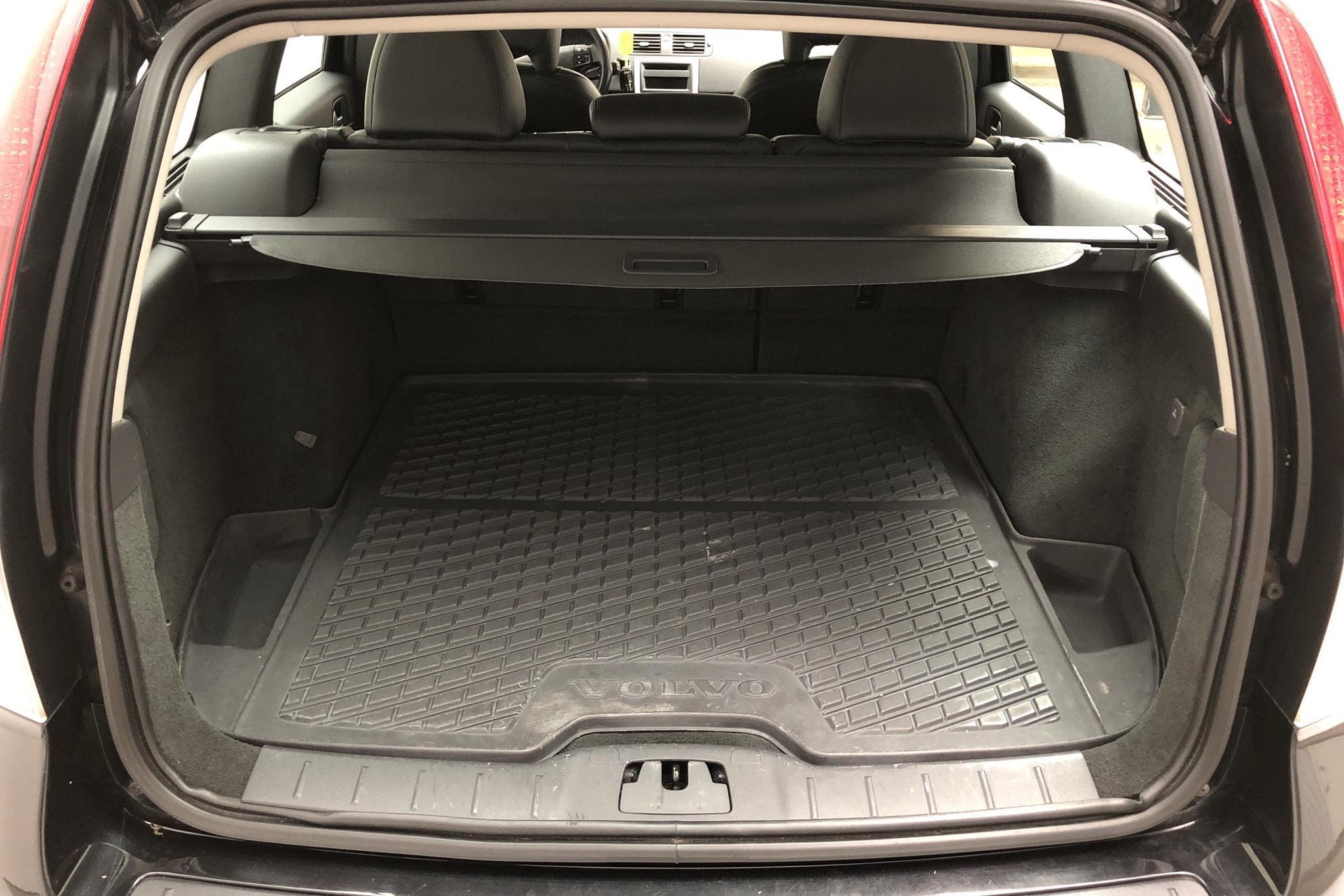 Volvo V50 D2 (115hk) - 123 360 km - Manual - black - 2012