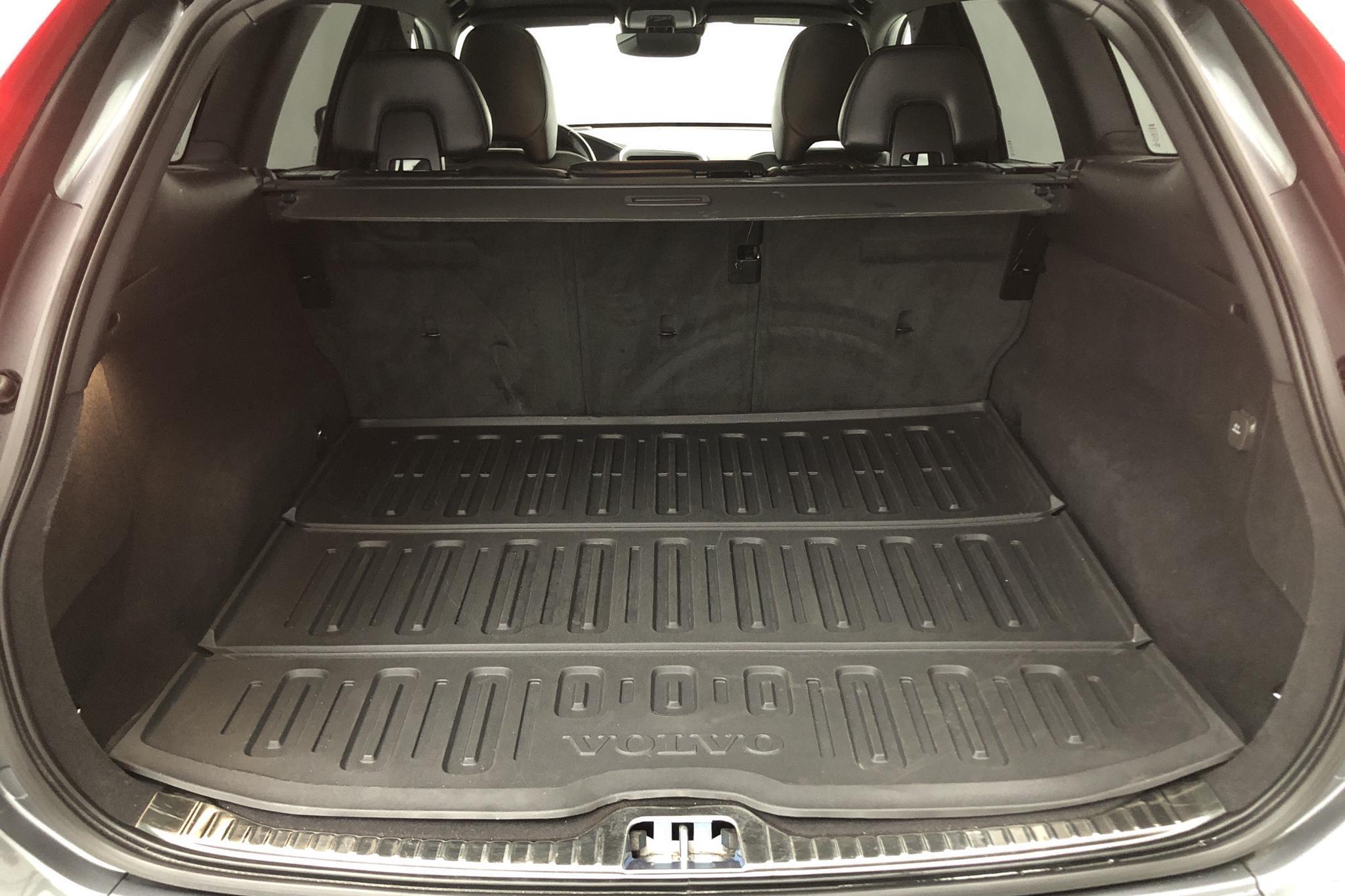 Volvo XC60 D4 AWD (190hk) - 5 922 mil - Automat - grå - 2017
