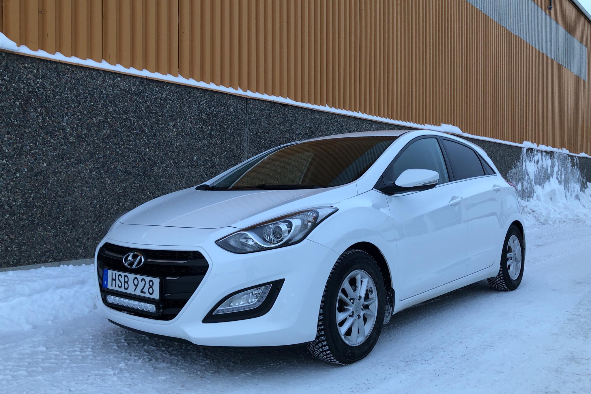 Hyundai i30 1.6 D 5dr (110hk) - 6 240 mil - Automat - vit - 2015