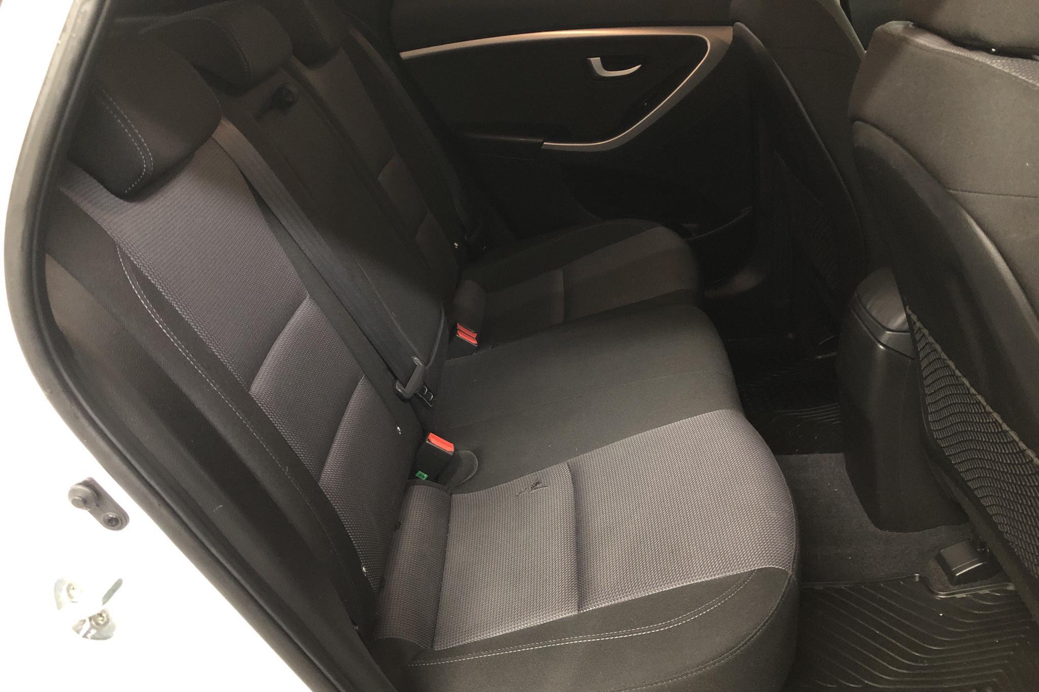 Hyundai i30 1.6 D 5dr (110hk) - 62 400 km - Automatic - white - 2015