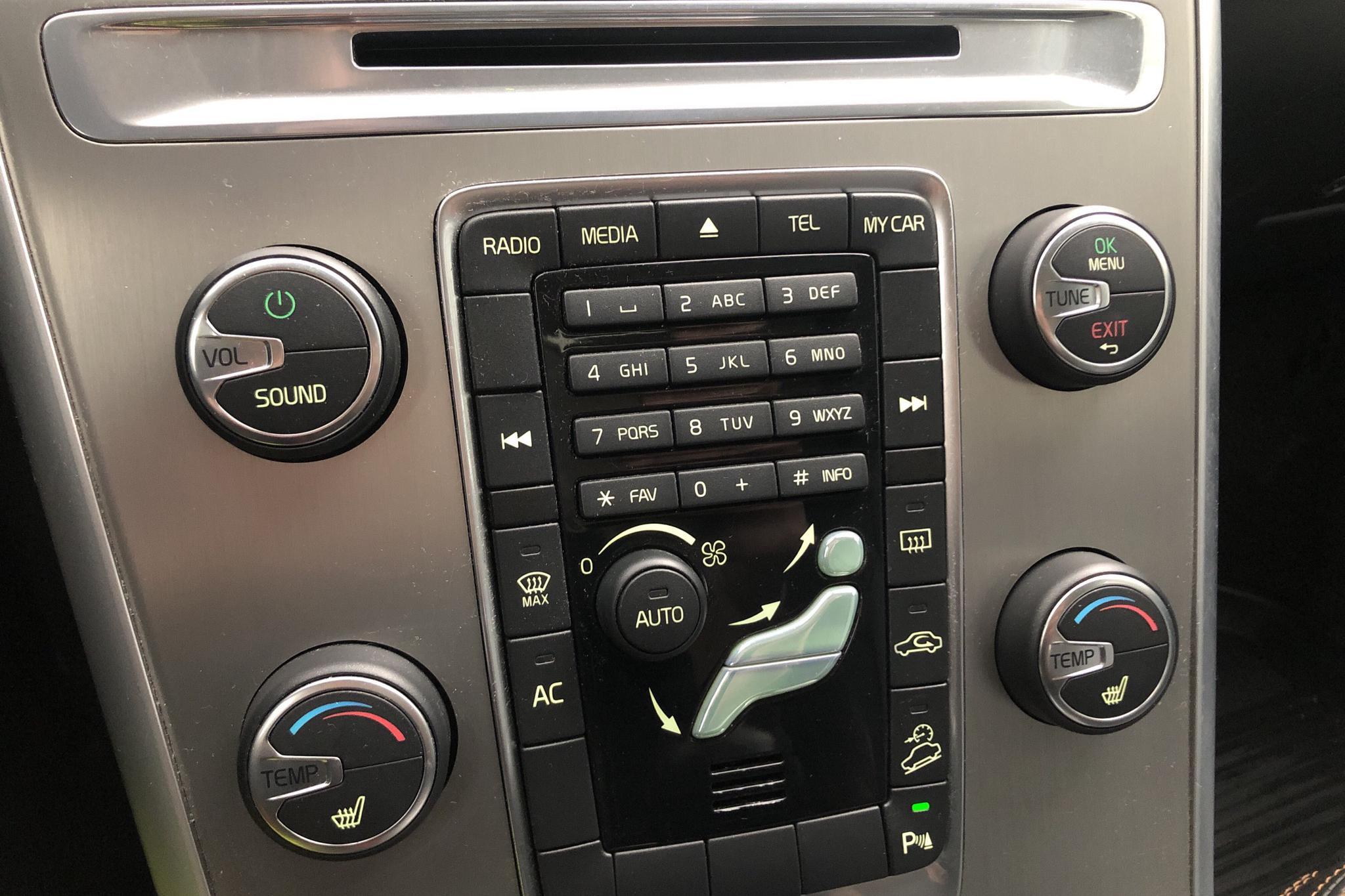 Volvo XC60 D3 AWD (163hk) - 11 379 mil - Automat - grå - 2011