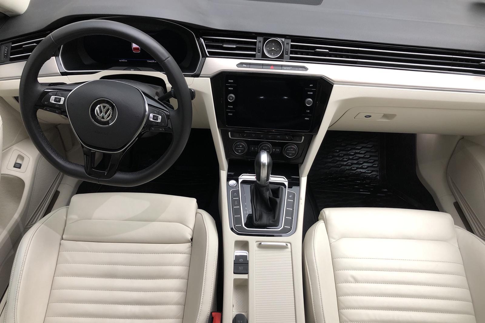 VW Passat 2.0 TDI BiTurbo Sportscombi 4MOTION (240hk) - 15 465 mil - Automat - vit - 2018