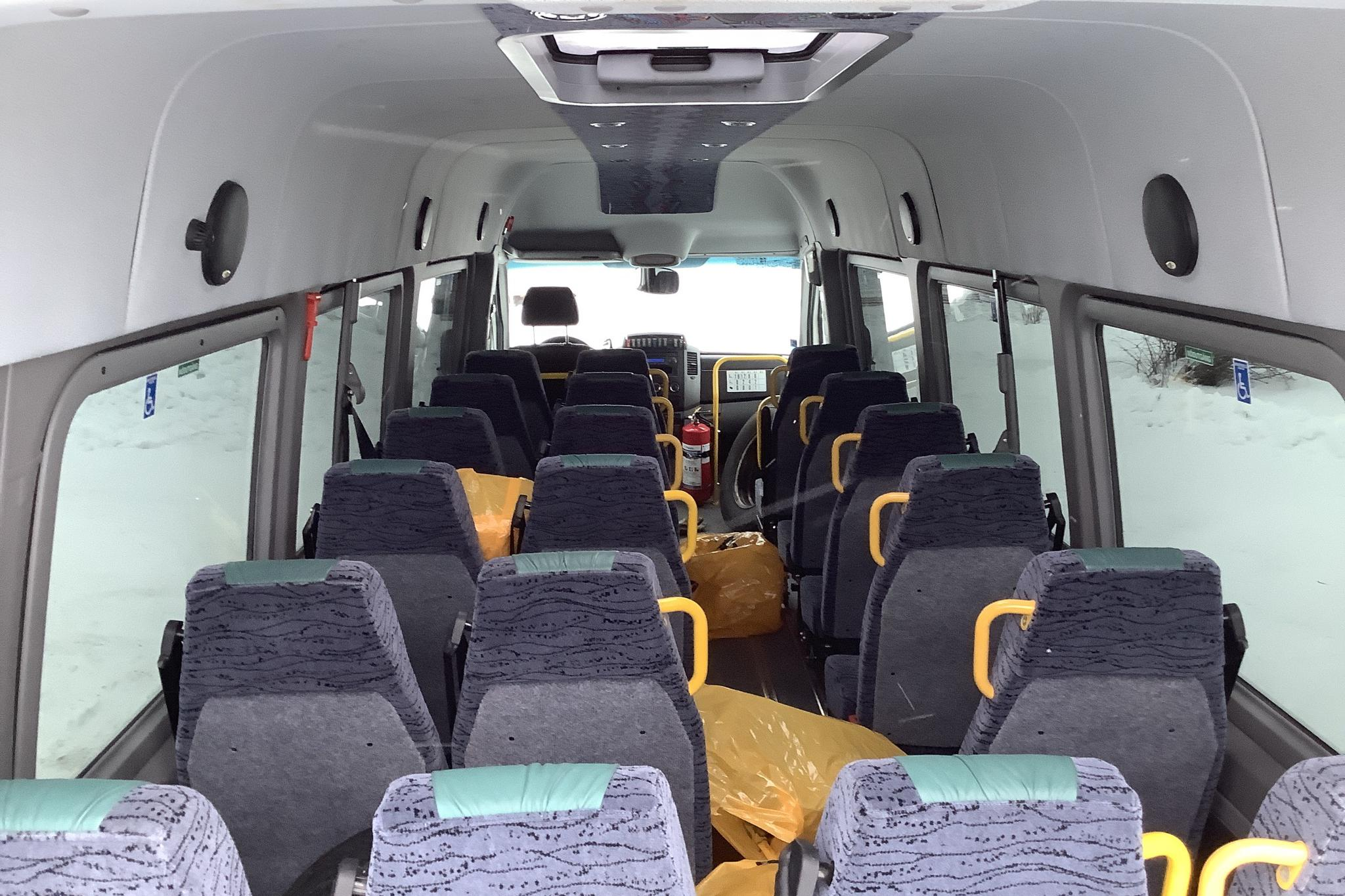 VW Crafter 50 2.0 TDI Buss (163hk) - 273 890 km - Manual - white - 2012