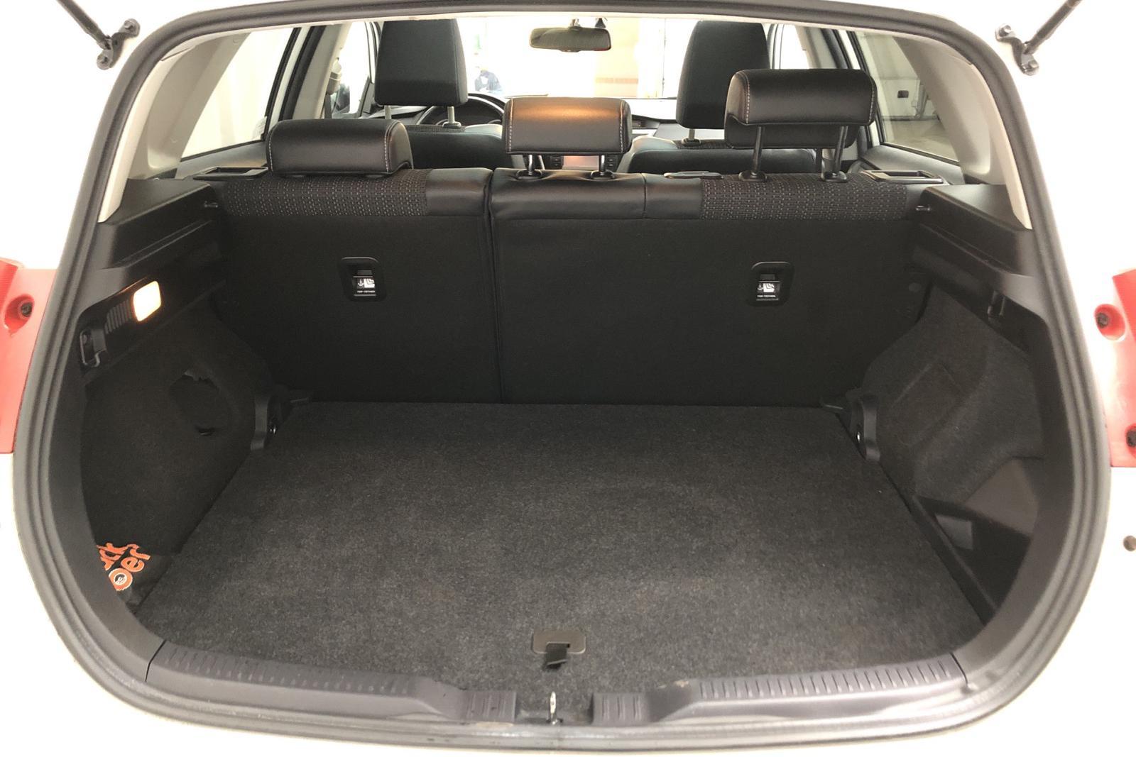Toyota Auris 1.8 HSD 5dr (99hk) - 114 220 km - Automatic - white - 2013