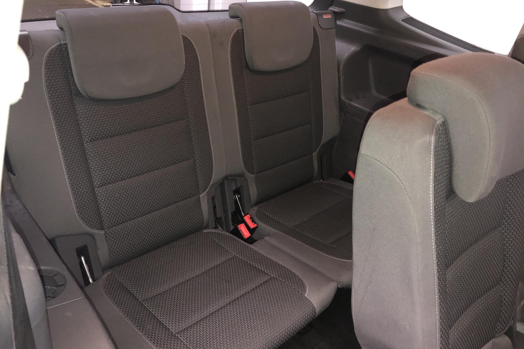 VW Touran 1.4 TSI (140hk) - 141 140 km - Manual - white - 2014