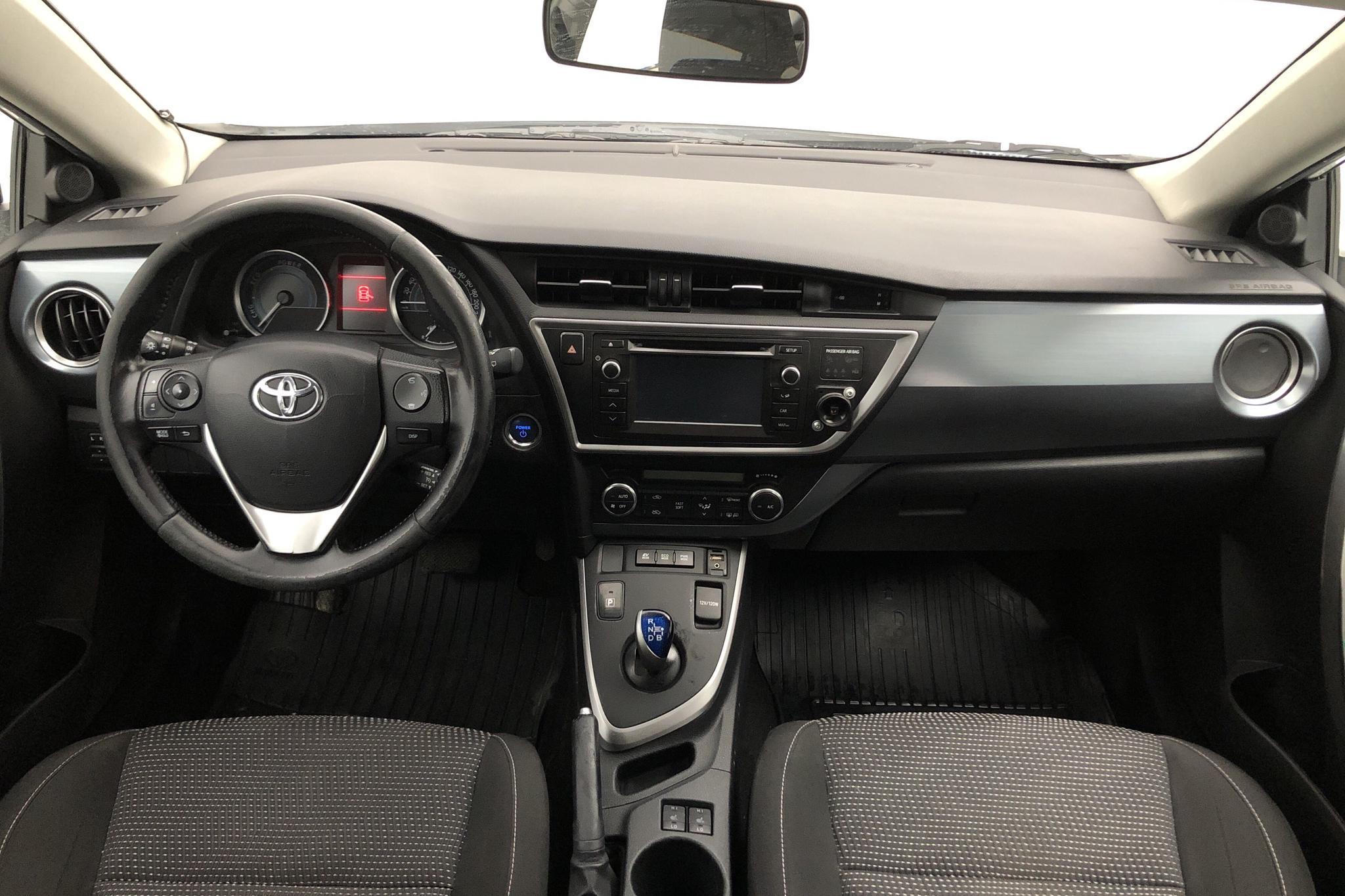 Toyota Auris 1.8 HSD 5dr (99hk) - 16 061 mil - Automat - vit - 2015
