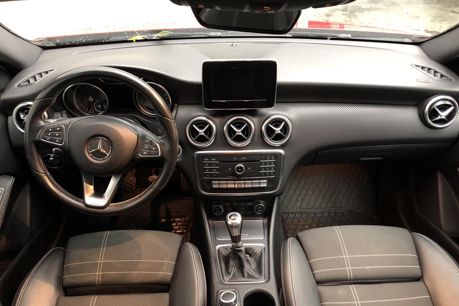 Mercedes A 180 CDI 5dr W176 (109hk) - 85 660 km - Manual - red - 2016
