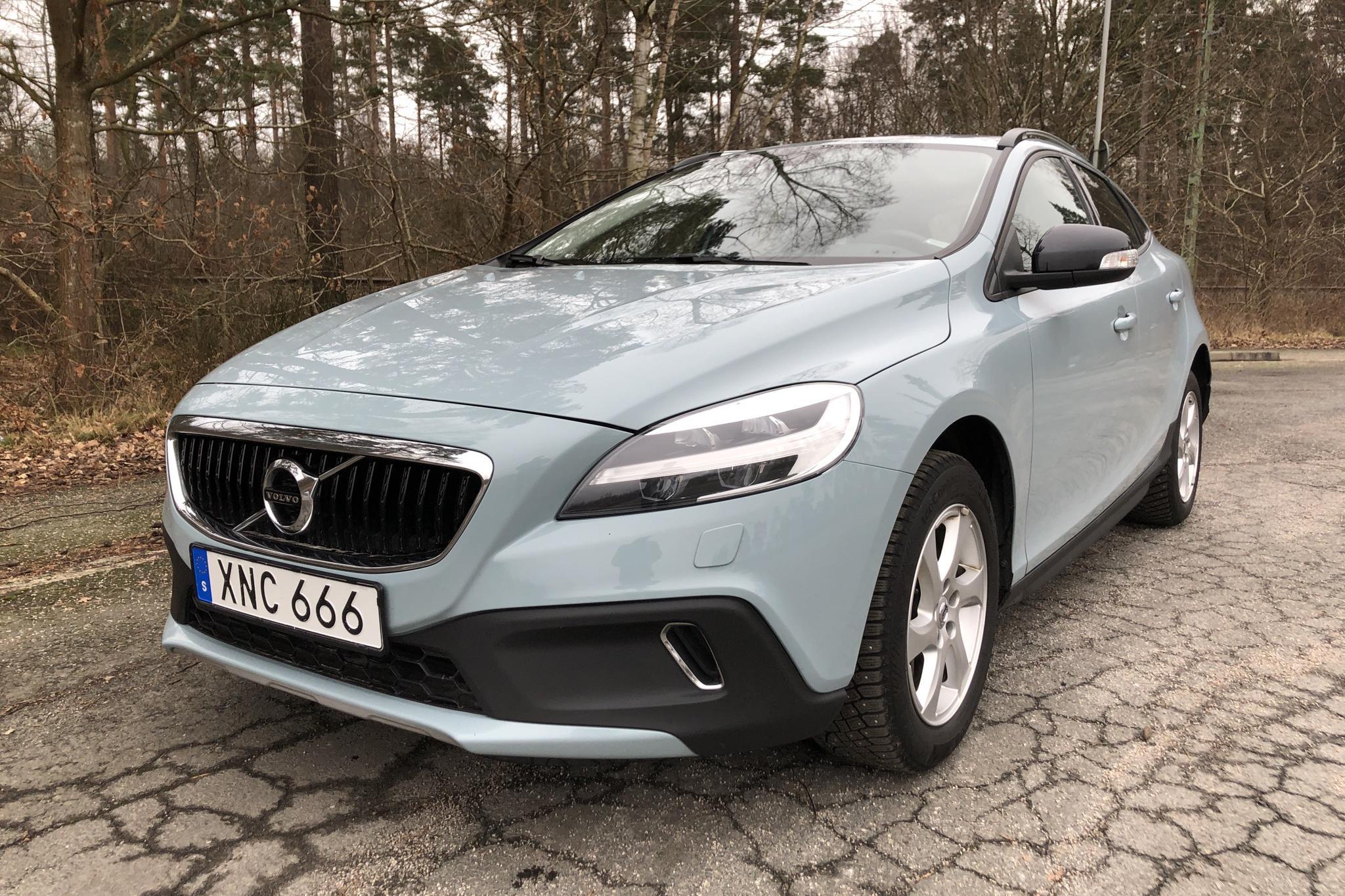 Volvo V40 Cross Country D3 (150hk) - 7 325 mil - Manuell - Light Blue - 2019