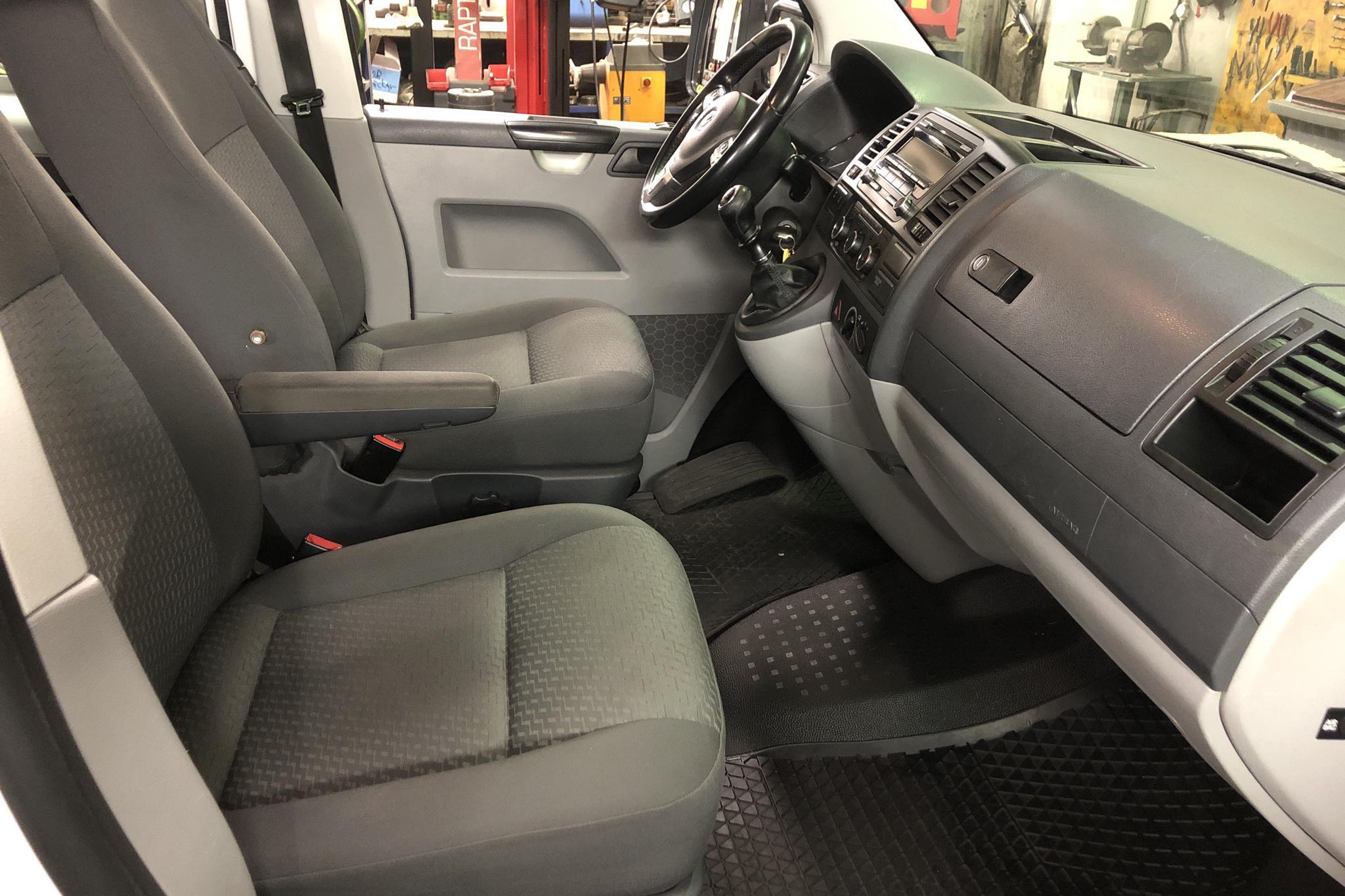 VW Transporter T5 2.0 TDI Pickup 4MOTION (140hk) - 163 340 km - Manual - white - 2011