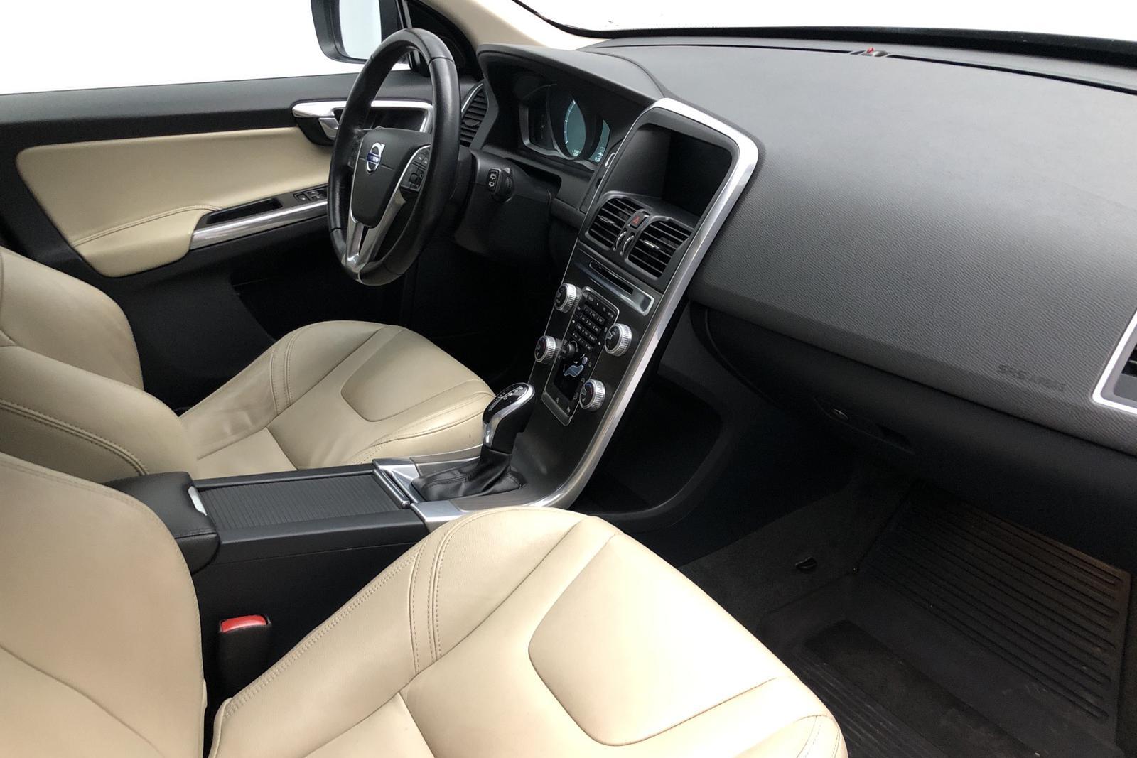 Volvo XC60 D4 AWD (190hk) - 16 986 mil - Automat - svart - 2016