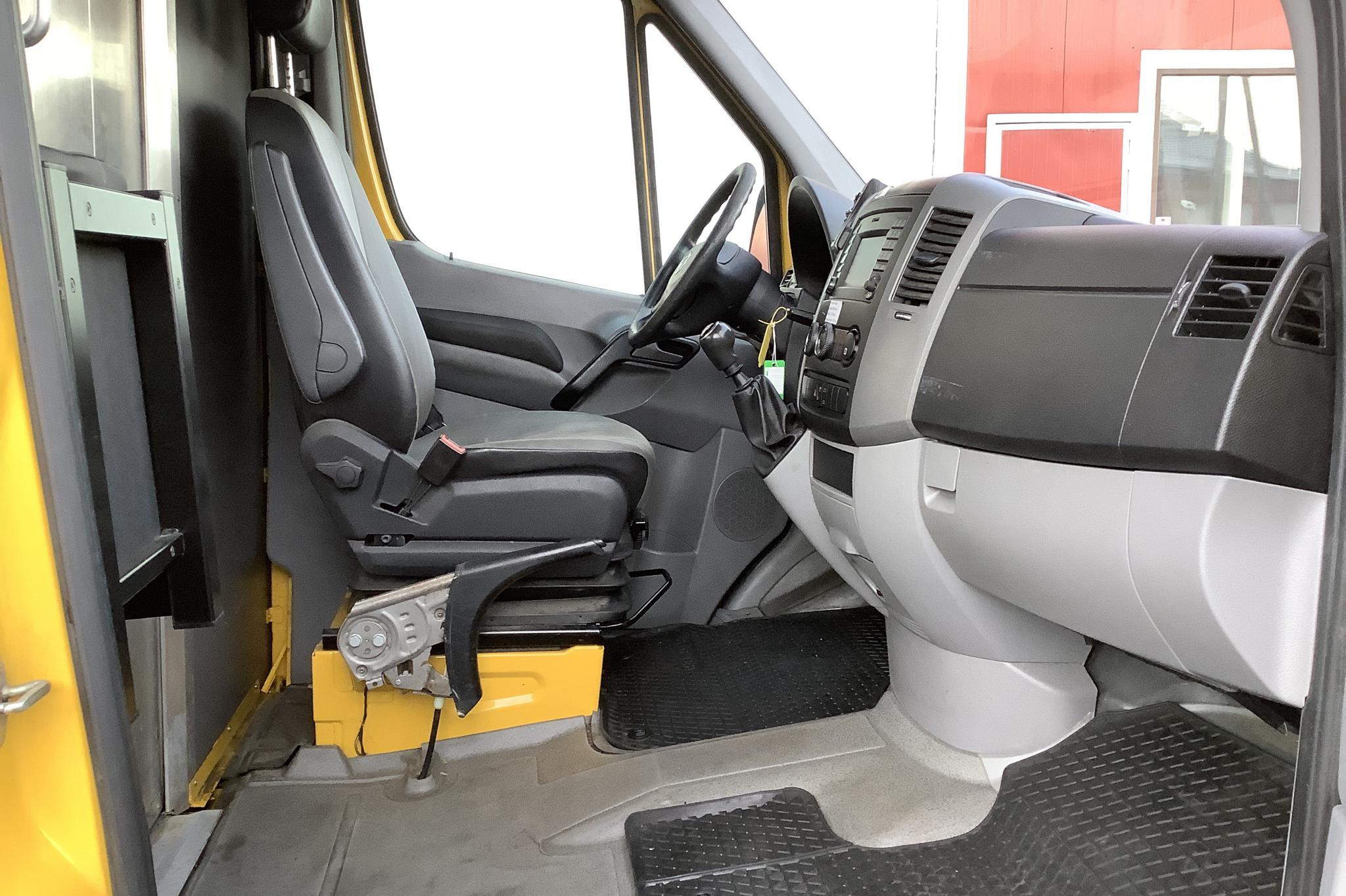 VW Crafter 35 2.0 TDI Skåp (136hk) - 146 050 km - Manual - Light Yellow - 2016