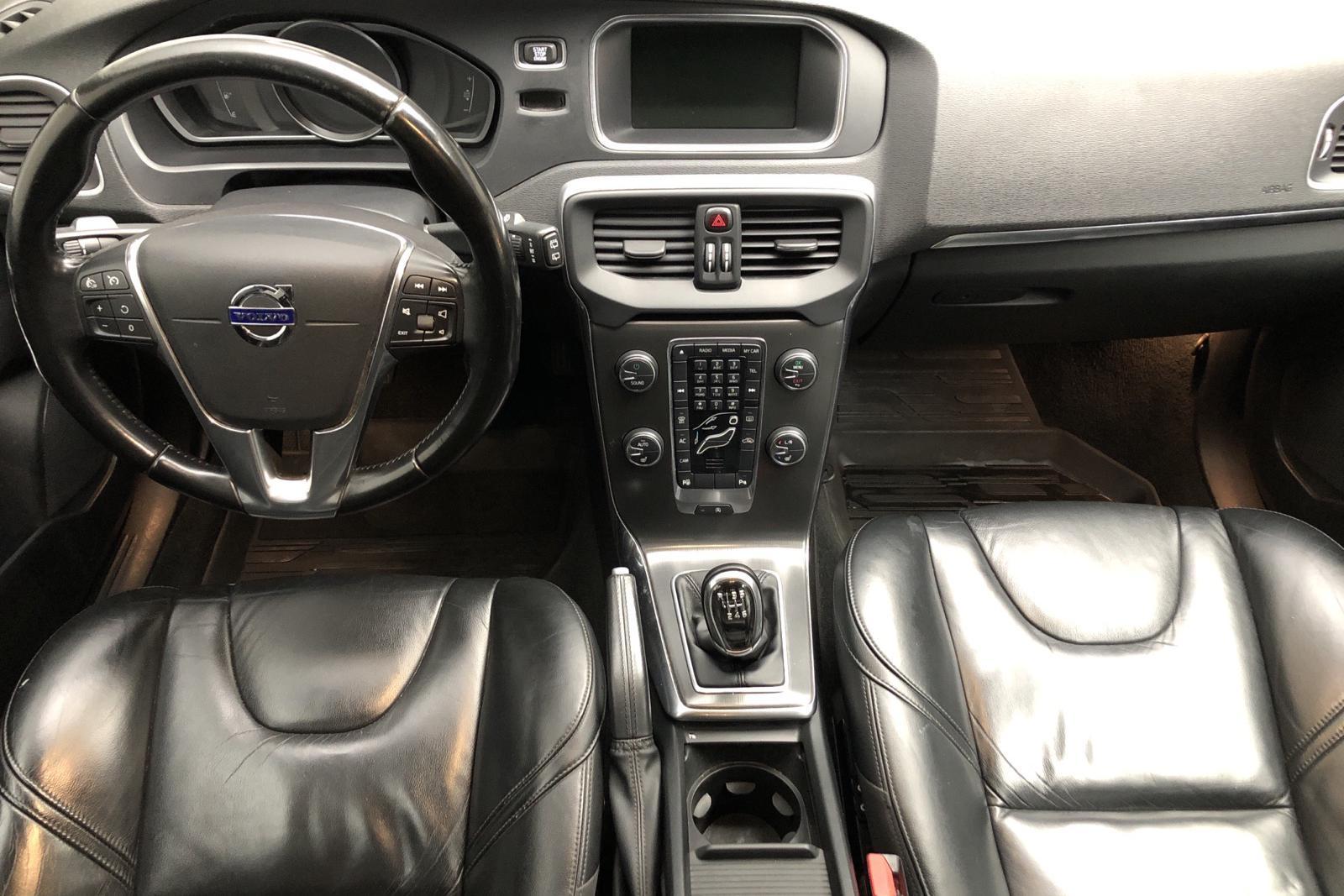 Volvo V40 D2 (115hk) - 13 824 mil - Manuell - svart - 2013