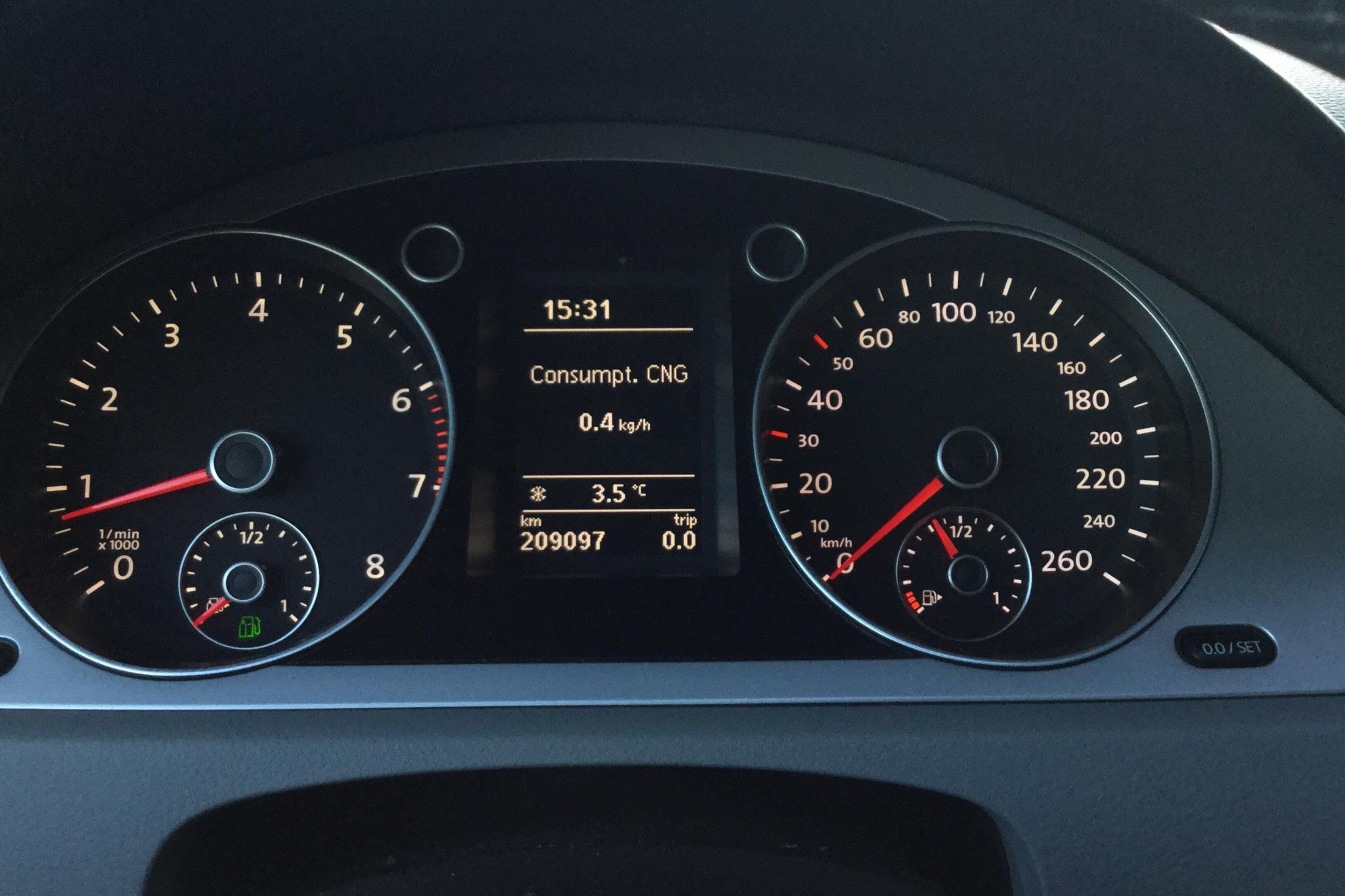 VW Passat 1.4 TSI EcoFuel Variant (150hk) - 20 909 mil - Manuell - Light Grey - 2010