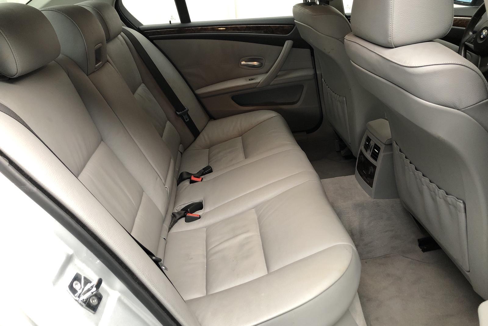 BMW 523i Sedan, E60 (190hk) - 19 358 mil - Manuell - Light Grey - 2007