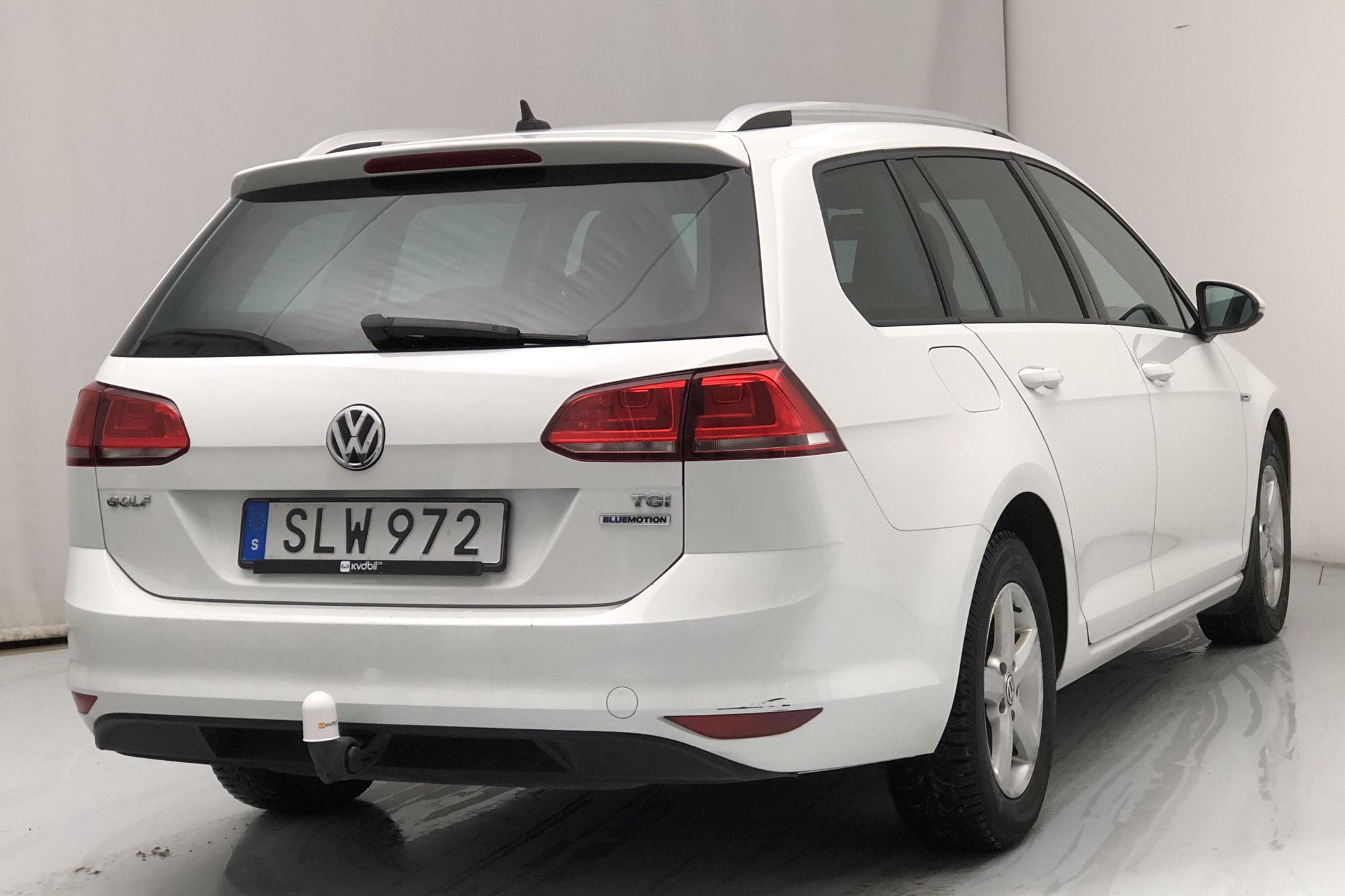 VW Golf VII 1.4 TGI BlueMotion Sportscombi (110hk) - 9 400 mil - Automat - vit - 2016