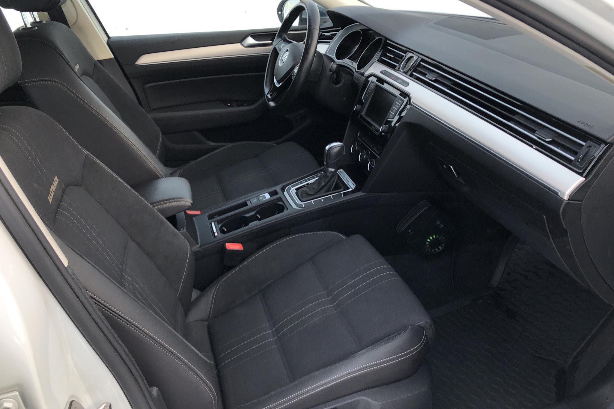 VW Passat Alltrack 2.0 TDI Sportscombi 4MOTION (190hk) - 159 400 km - Automatic - white - 2016