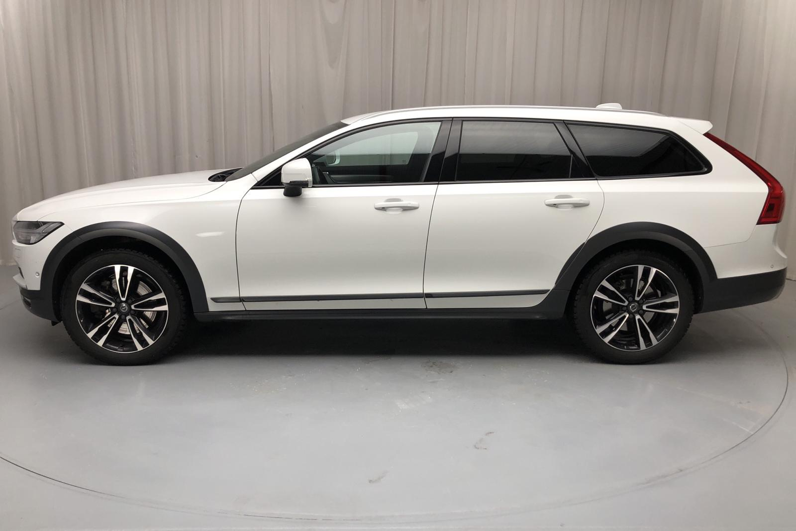 Volvo V90 D5 Cross Country AWD (235hk) - 11 054 mil - Automat - vit - 2018